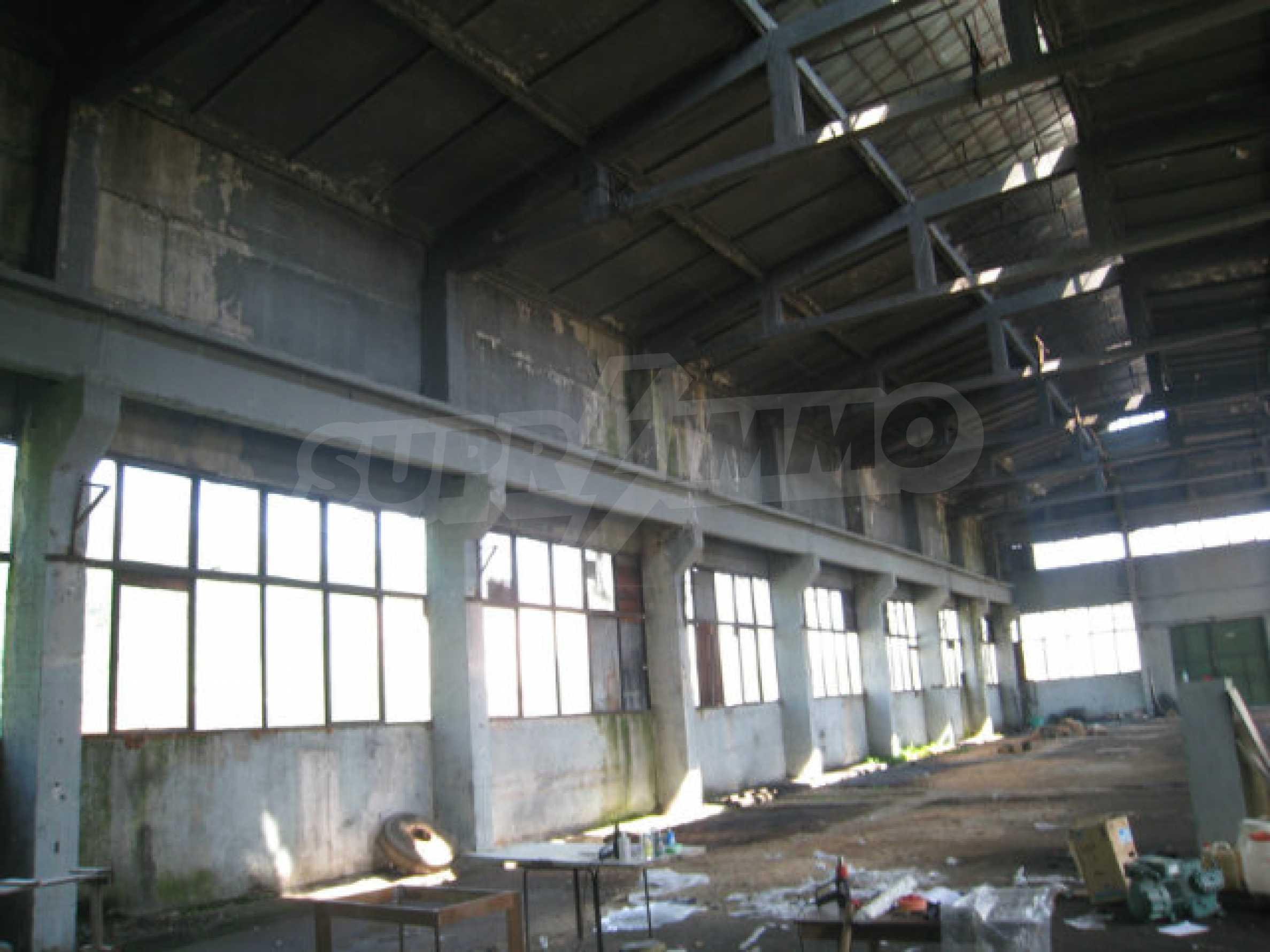 Produktionsgebäude mit Dienstleistungs- und Verwaltungsgebäude in der Nähe von Monatan 9