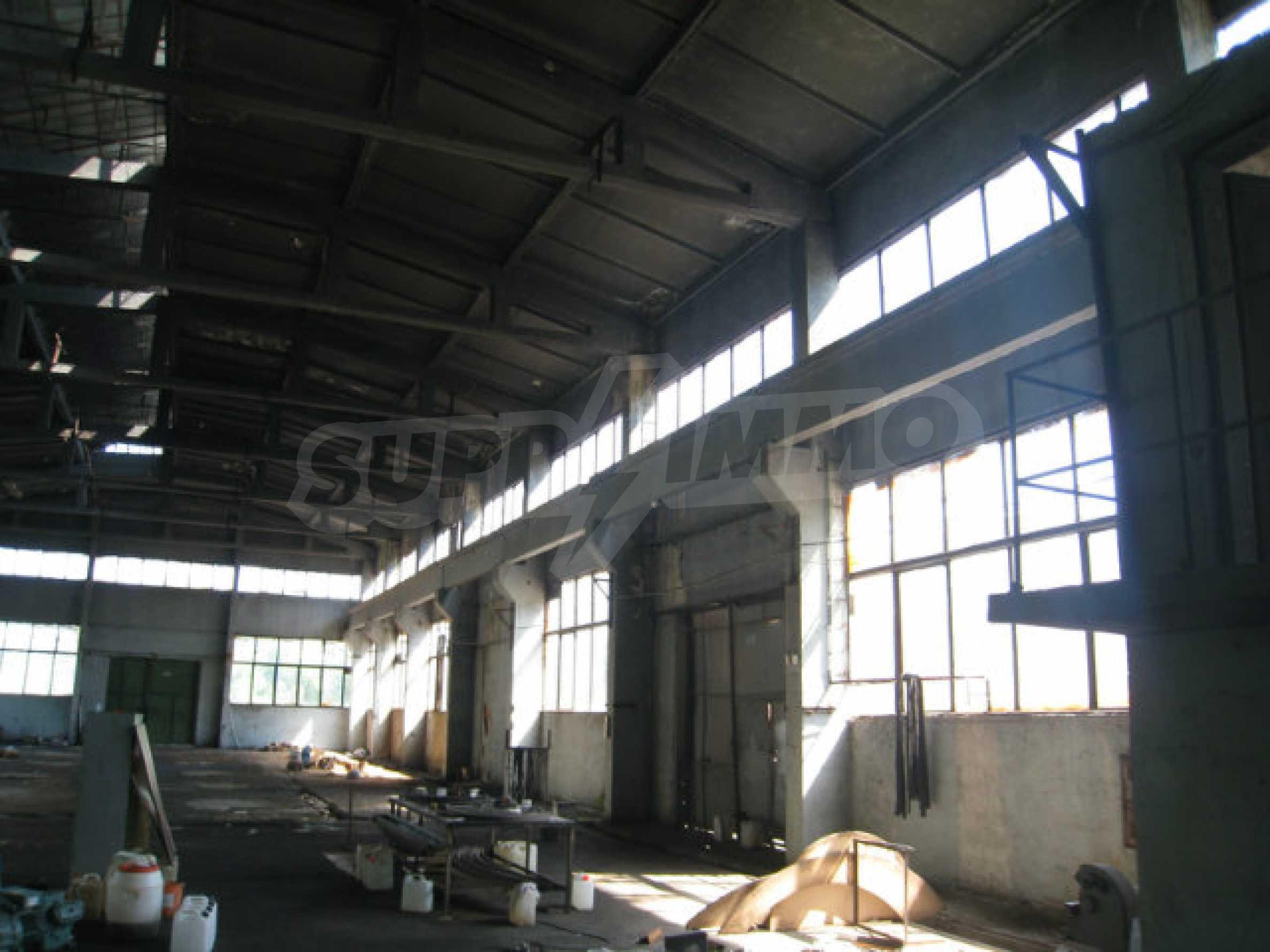 Produktionsgebäude mit Dienstleistungs- und Verwaltungsgebäude in der Nähe von Monatan 10