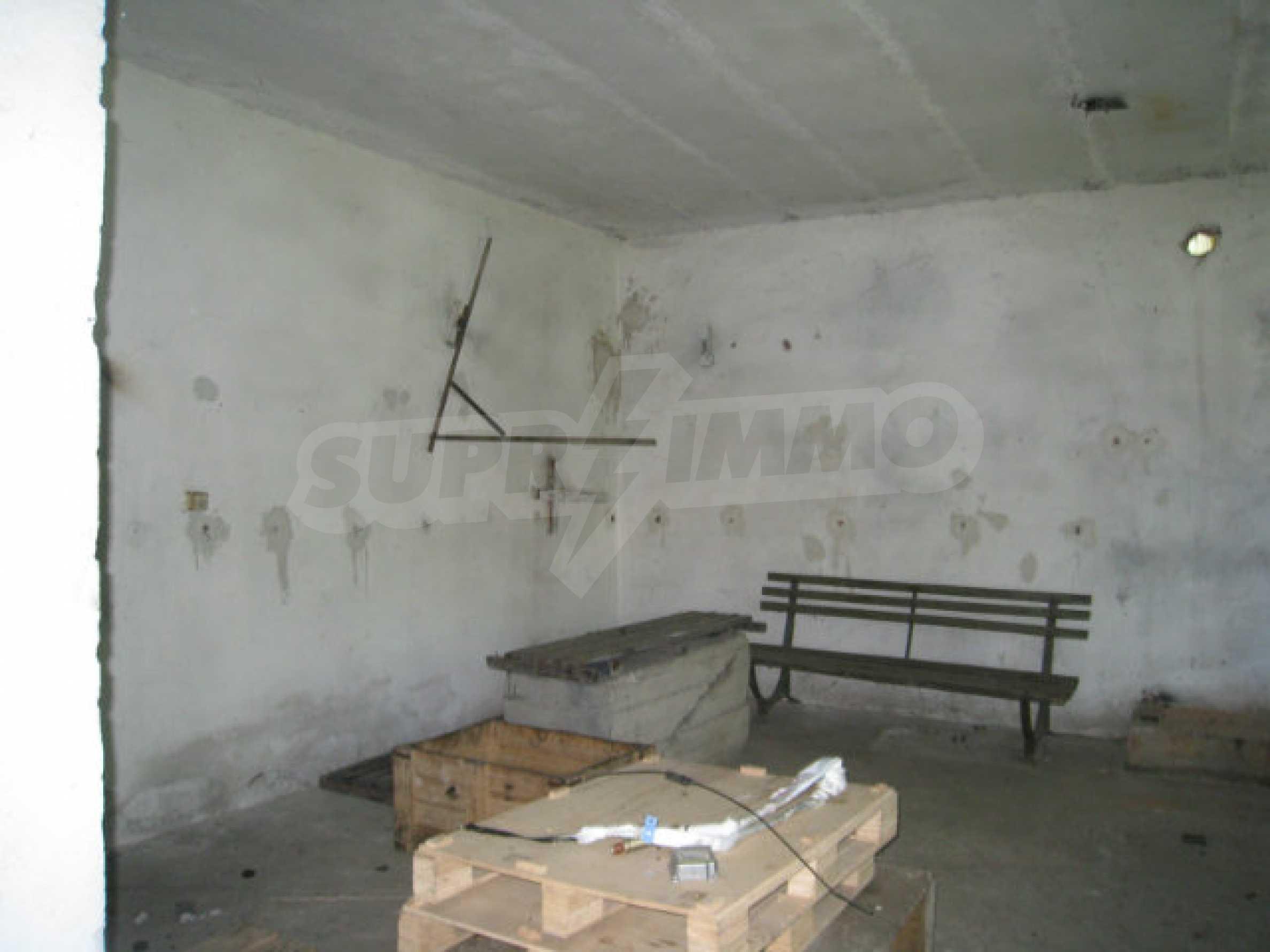 Produktionsgebäude mit Dienstleistungs- und Verwaltungsgebäude in der Nähe von Monatan 12