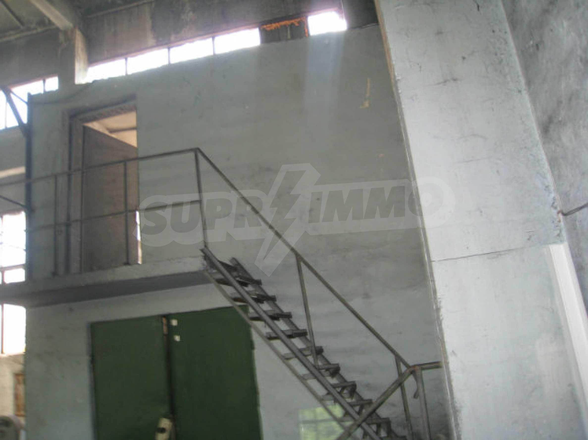 Produktionsgebäude mit Dienstleistungs- und Verwaltungsgebäude in der Nähe von Monatan 14