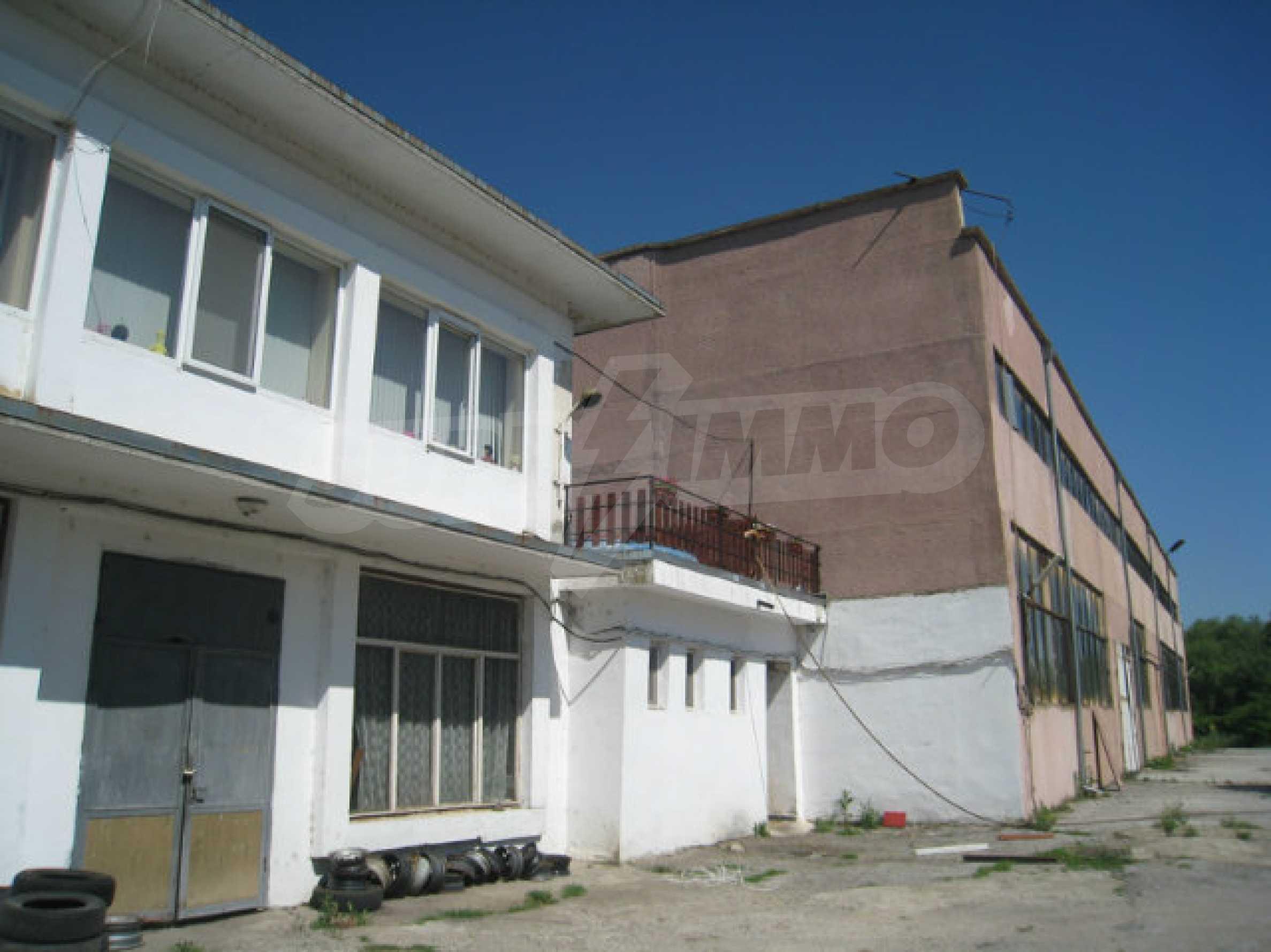Produktionsgebäude mit Dienstleistungs- und Verwaltungsgebäude in der Nähe von Monatan 1