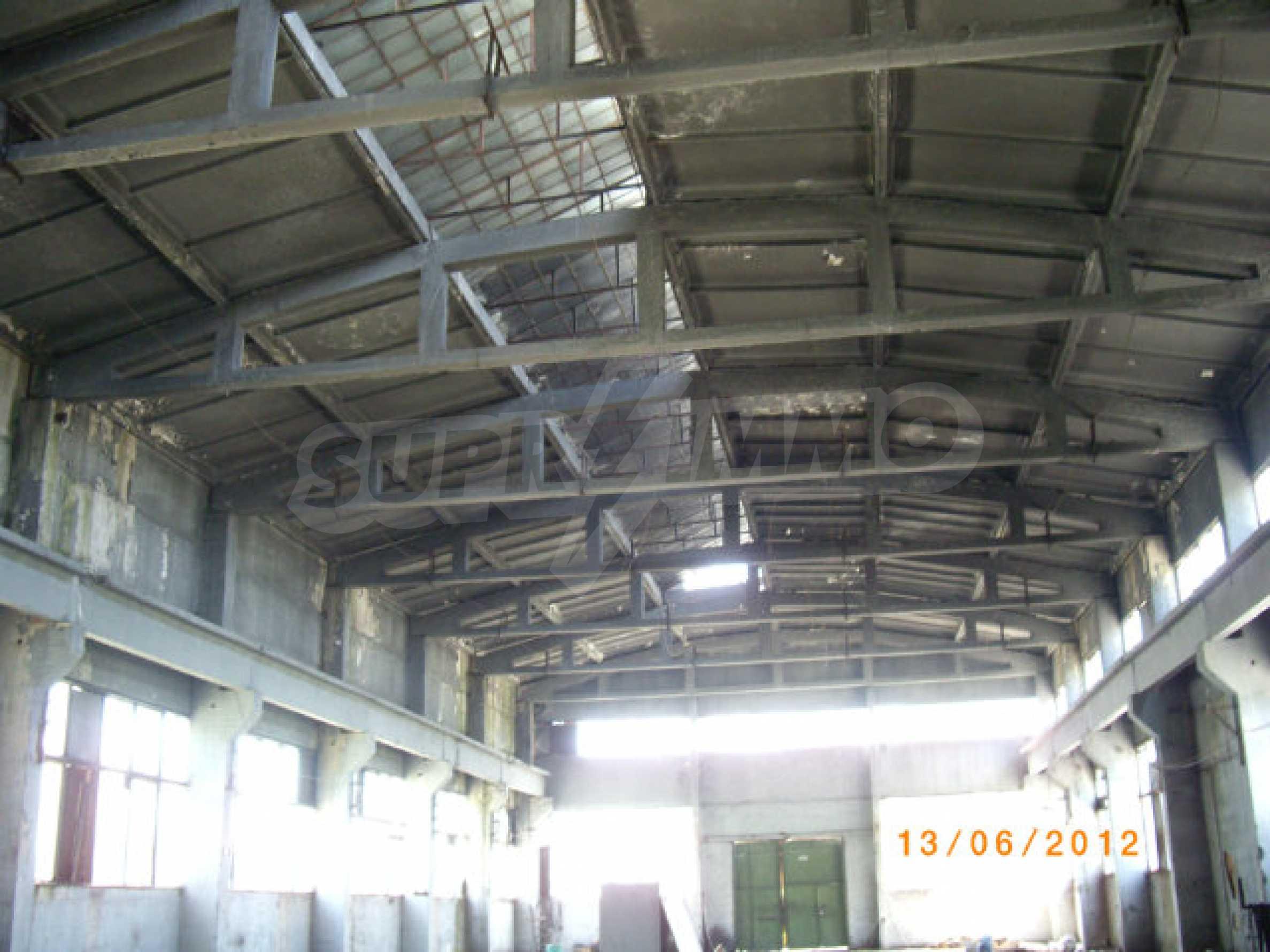 Produktionsgebäude mit Dienstleistungs- und Verwaltungsgebäude in der Nähe von Monatan 19