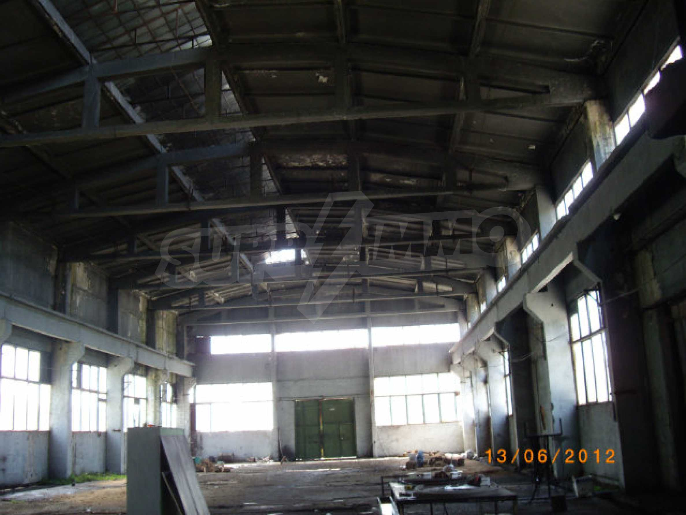 Produktionsgebäude mit Dienstleistungs- und Verwaltungsgebäude in der Nähe von Monatan 20