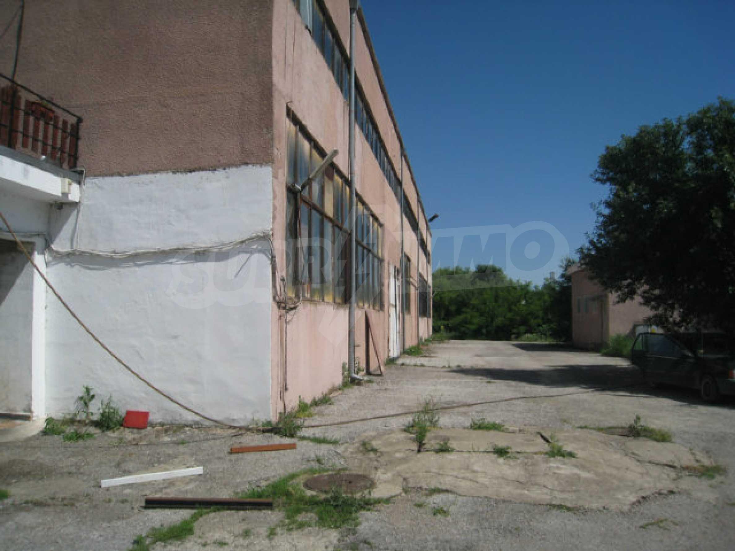Produktionsgebäude mit Dienstleistungs- und Verwaltungsgebäude in der Nähe von Monatan 23