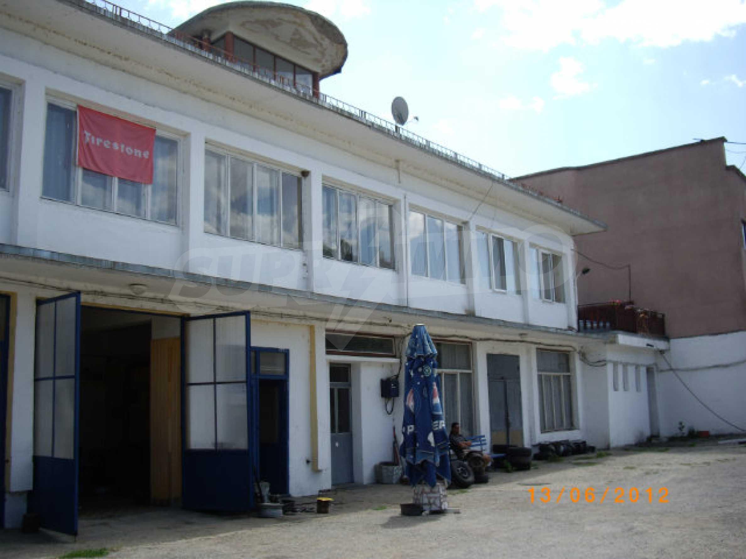Produktionsgebäude mit Dienstleistungs- und Verwaltungsgebäude in der Nähe von Monatan 24