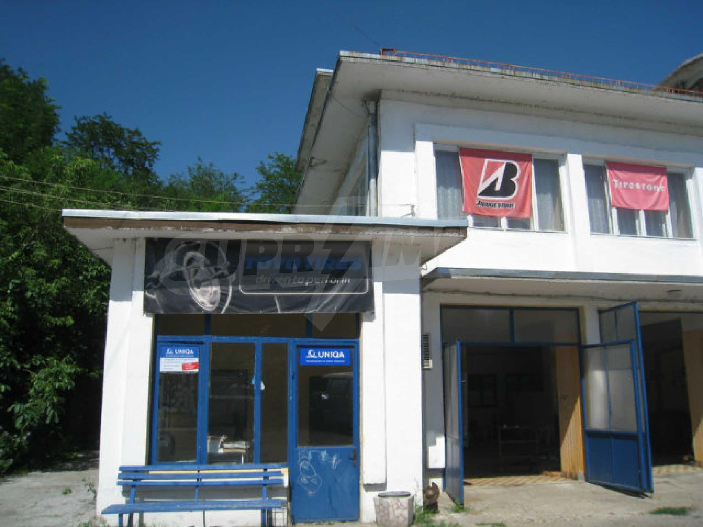 Produktionsgebäude mit Dienstleistungs- und Verwaltungsgebäude in der Nähe von Monatan 3