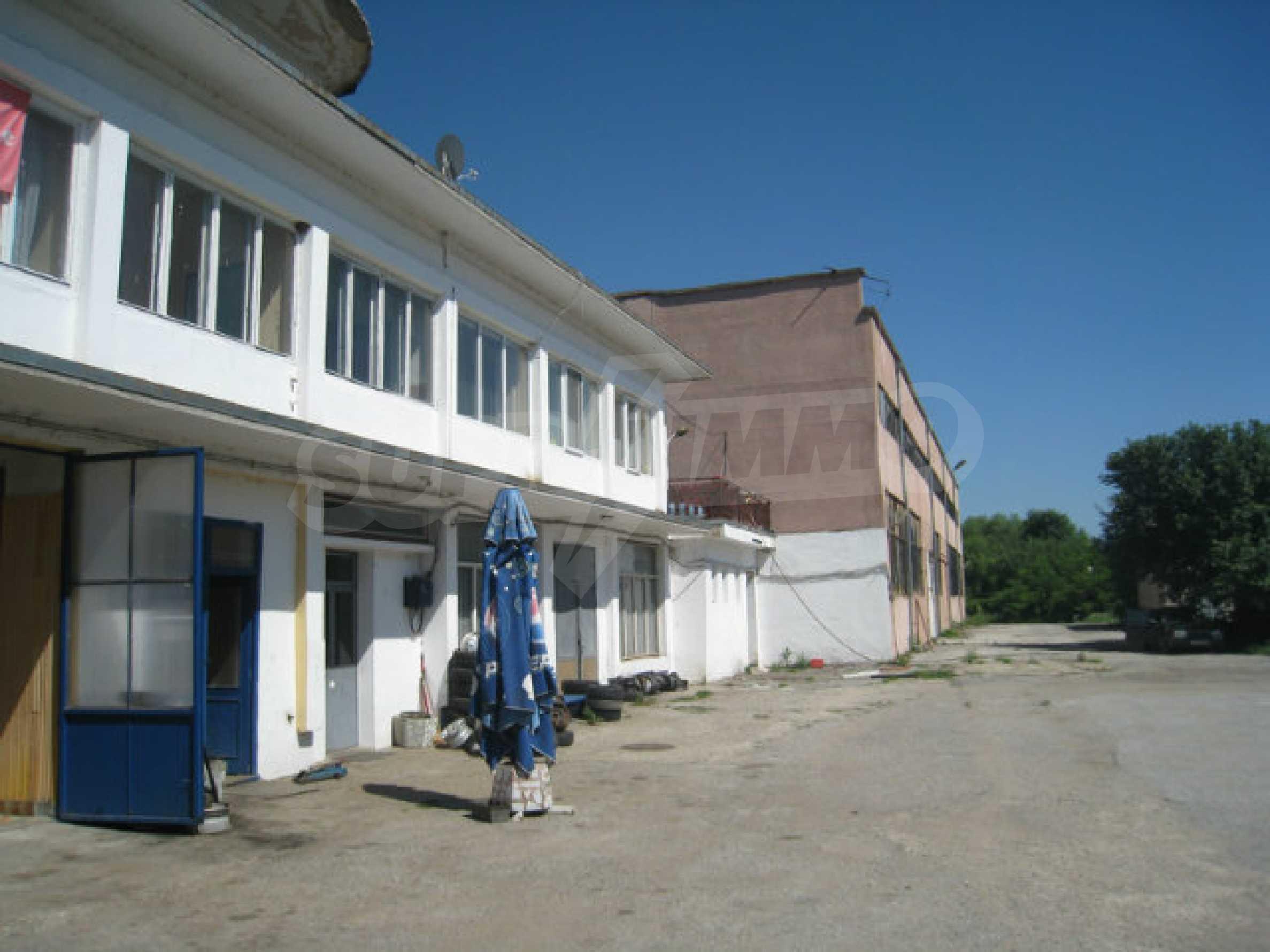 Produktionsgebäude mit Dienstleistungs- und Verwaltungsgebäude in der Nähe von Monatan 4