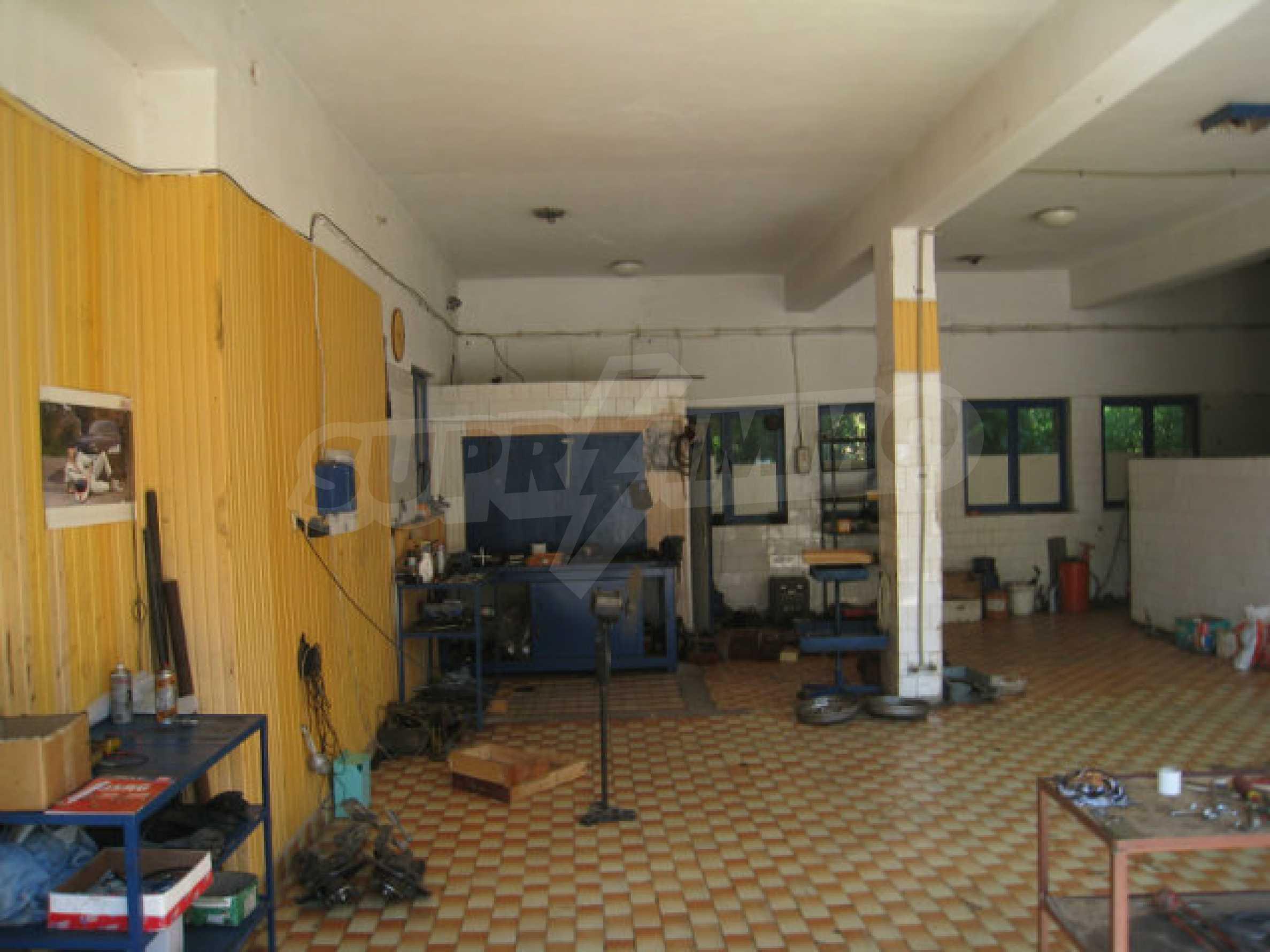 Produktionsgebäude mit Dienstleistungs- und Verwaltungsgebäude in der Nähe von Monatan 5