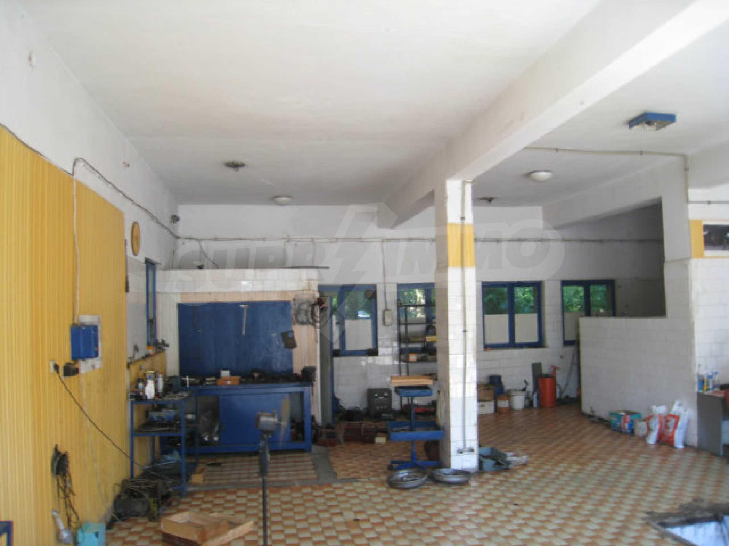 Produktionsgebäude mit Dienstleistungs- und Verwaltungsgebäude in der Nähe von Monatan 6