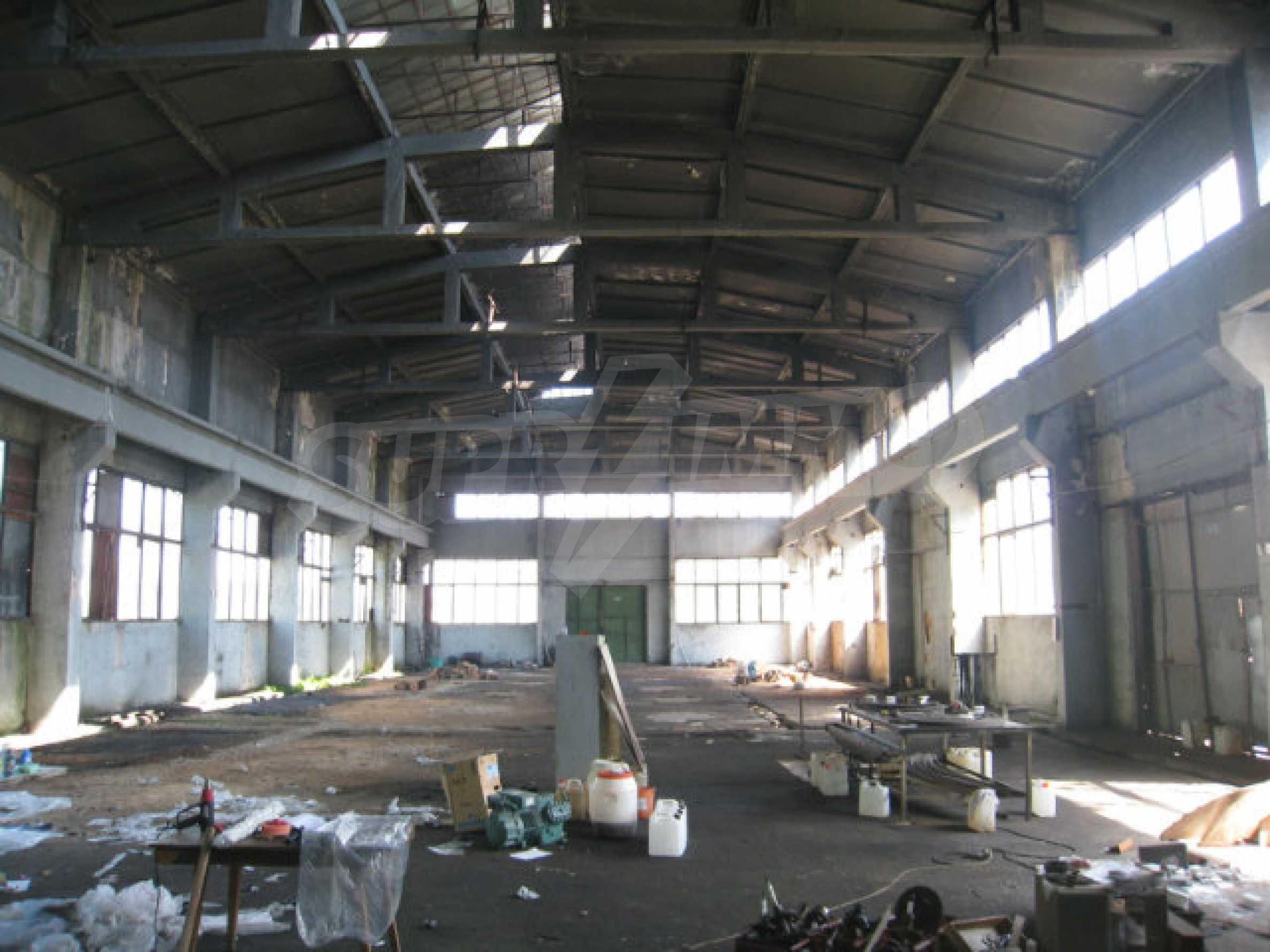Produktionsgebäude mit Dienstleistungs- und Verwaltungsgebäude in der Nähe von Monatan 8