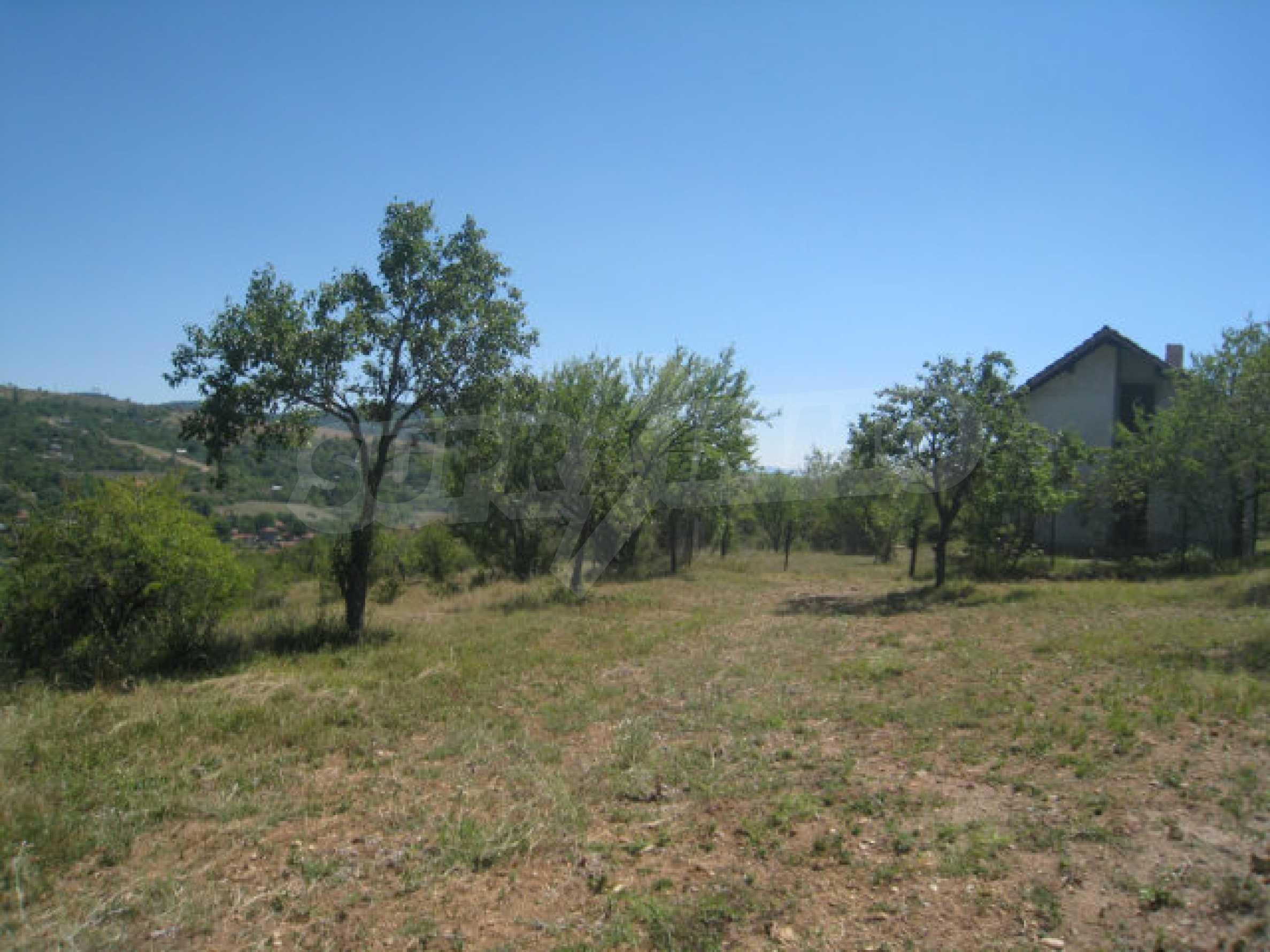 Geregeltes Grundstück in einer Villenzone in einem Dorf in der Nähe von Sofia 9
