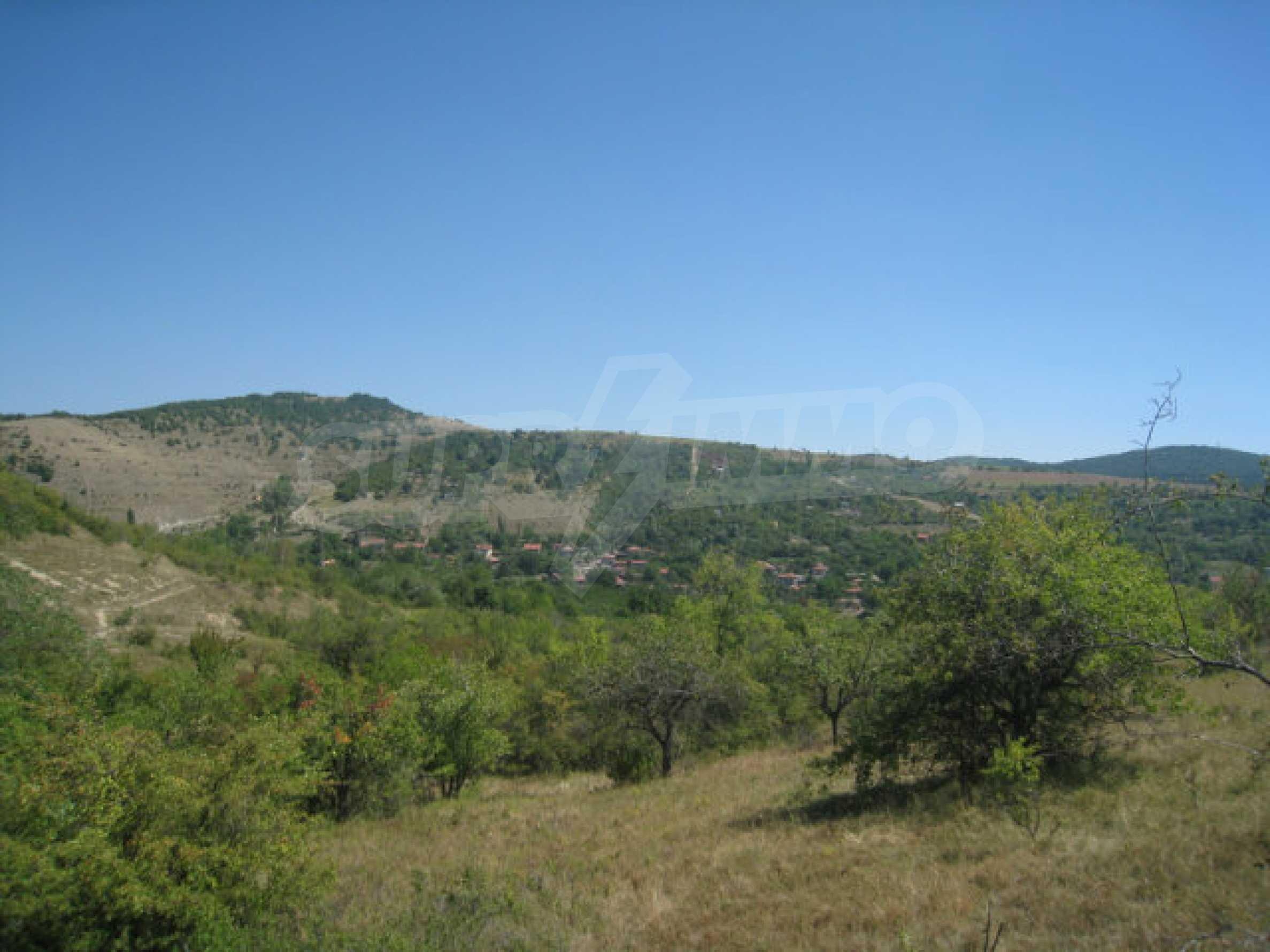 Geregeltes Grundstück in einer Villenzone in einem Dorf in der Nähe von Sofia 12