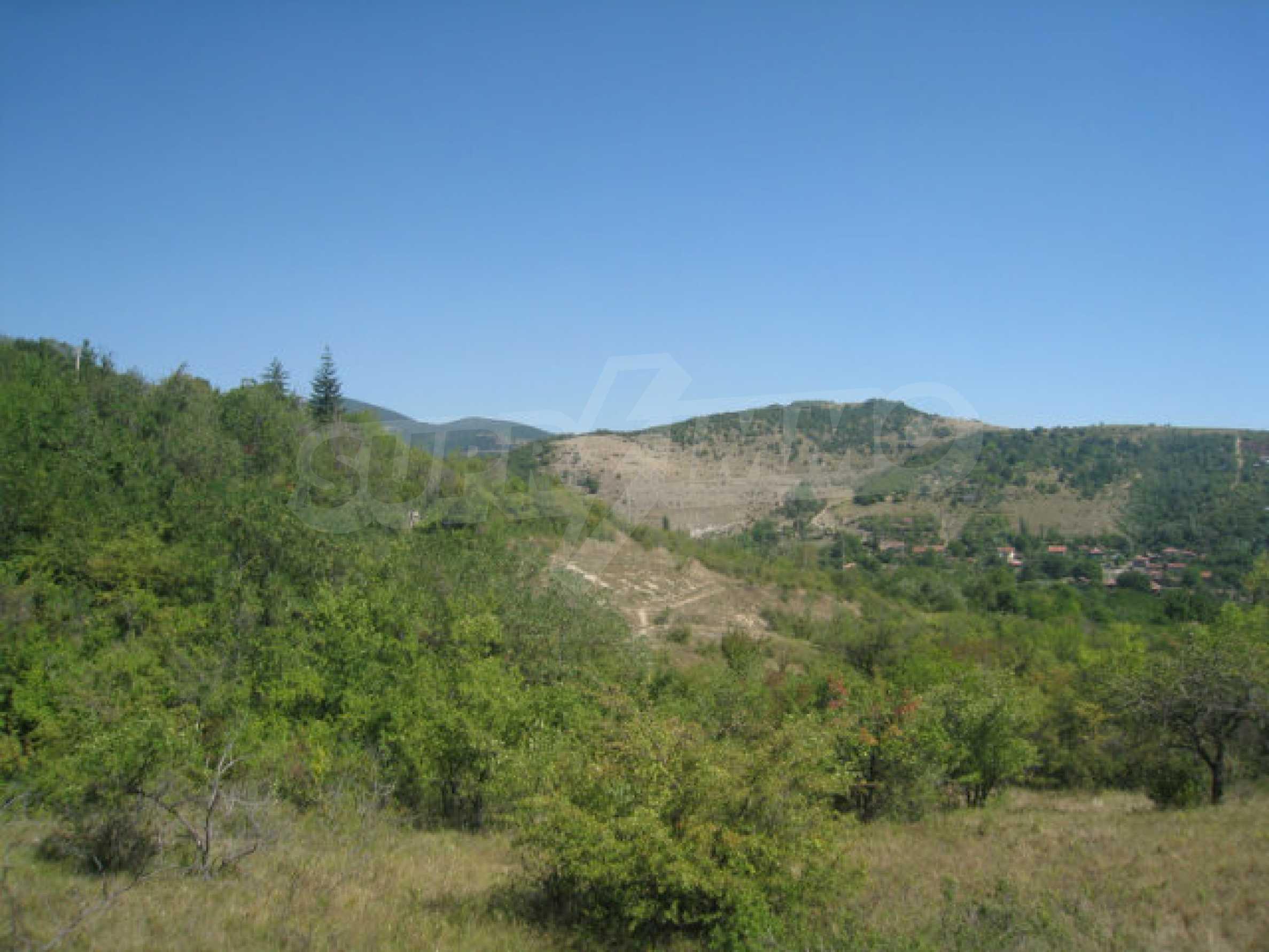 Geregeltes Grundstück in einer Villenzone in einem Dorf in der Nähe von Sofia 13