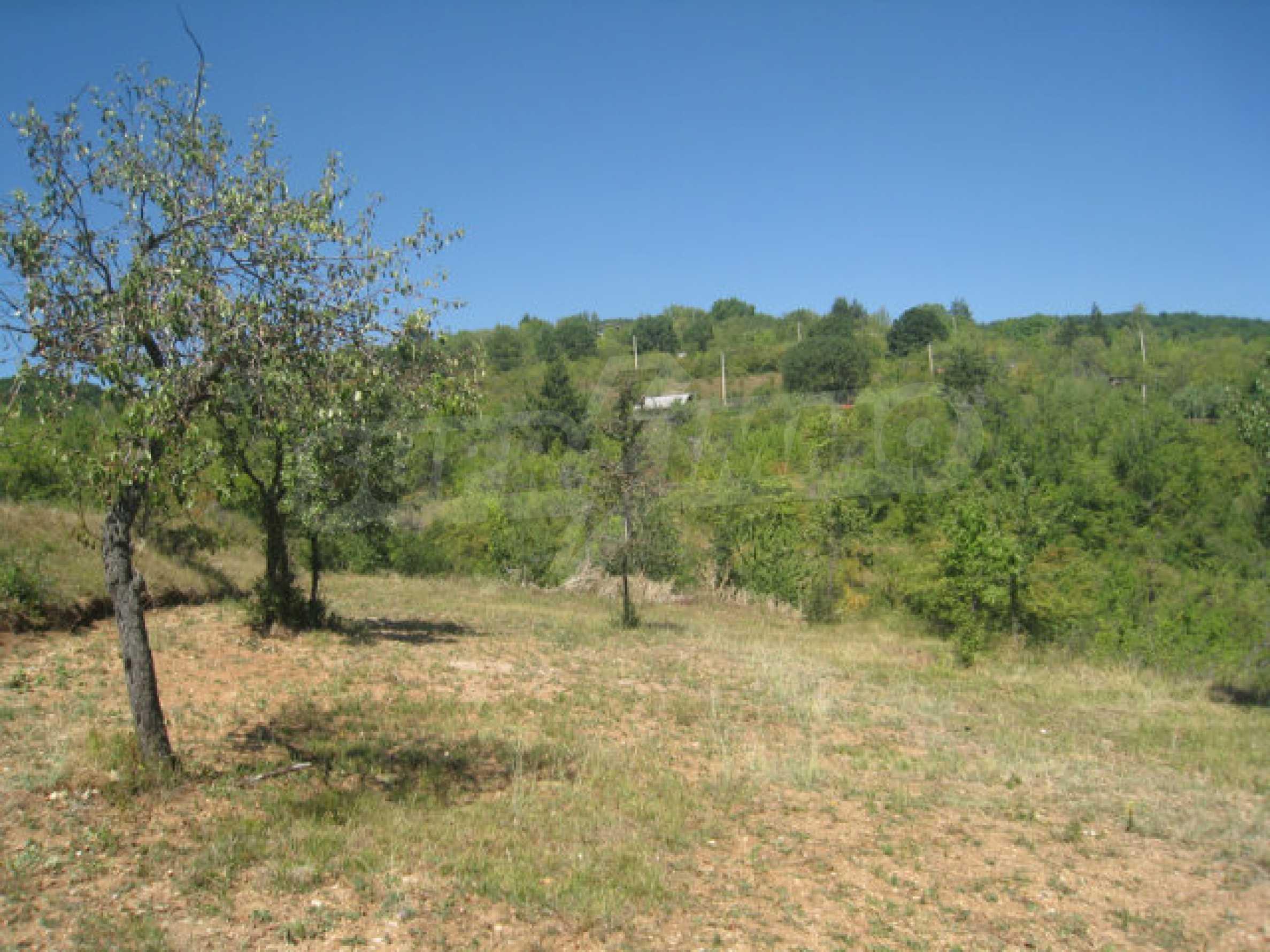 Geregeltes Grundstück in einer Villenzone in einem Dorf in der Nähe von Sofia 14