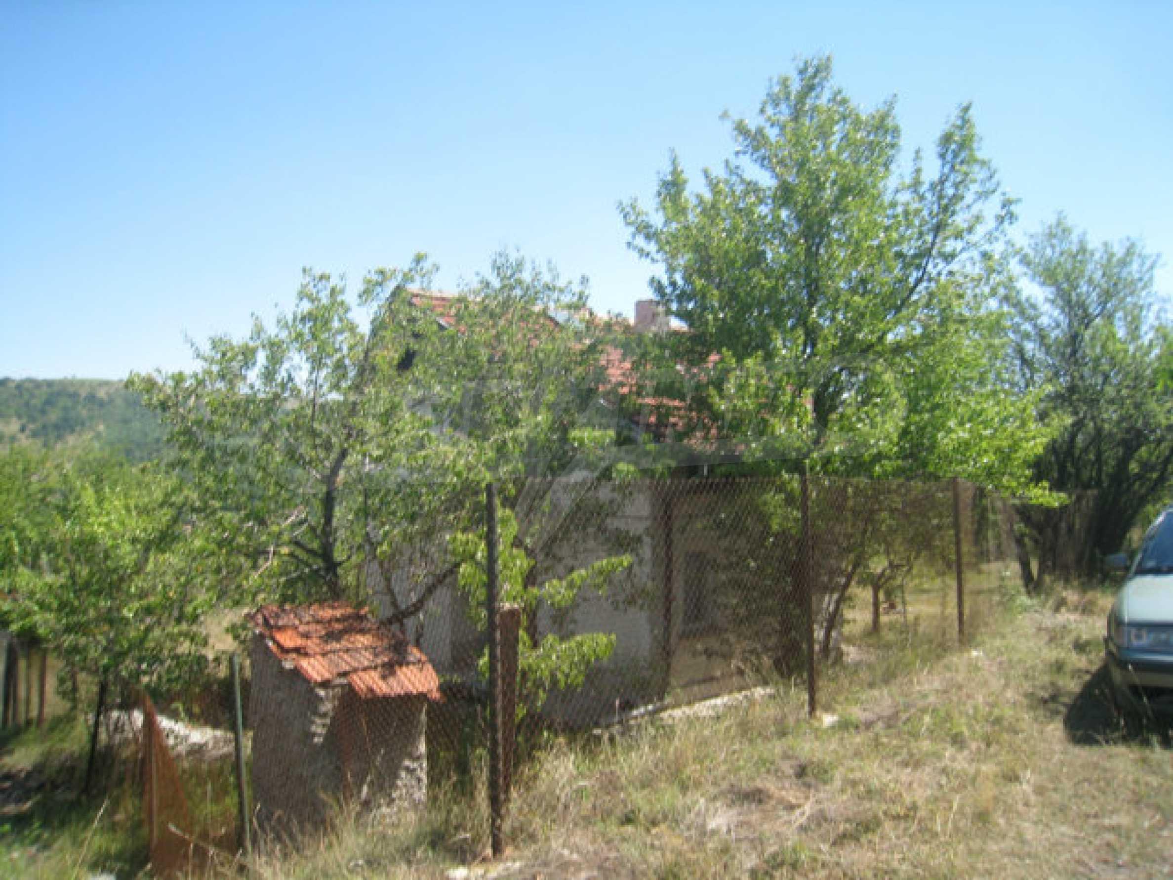 Geregeltes Grundstück in einer Villenzone in einem Dorf in der Nähe von Sofia 16