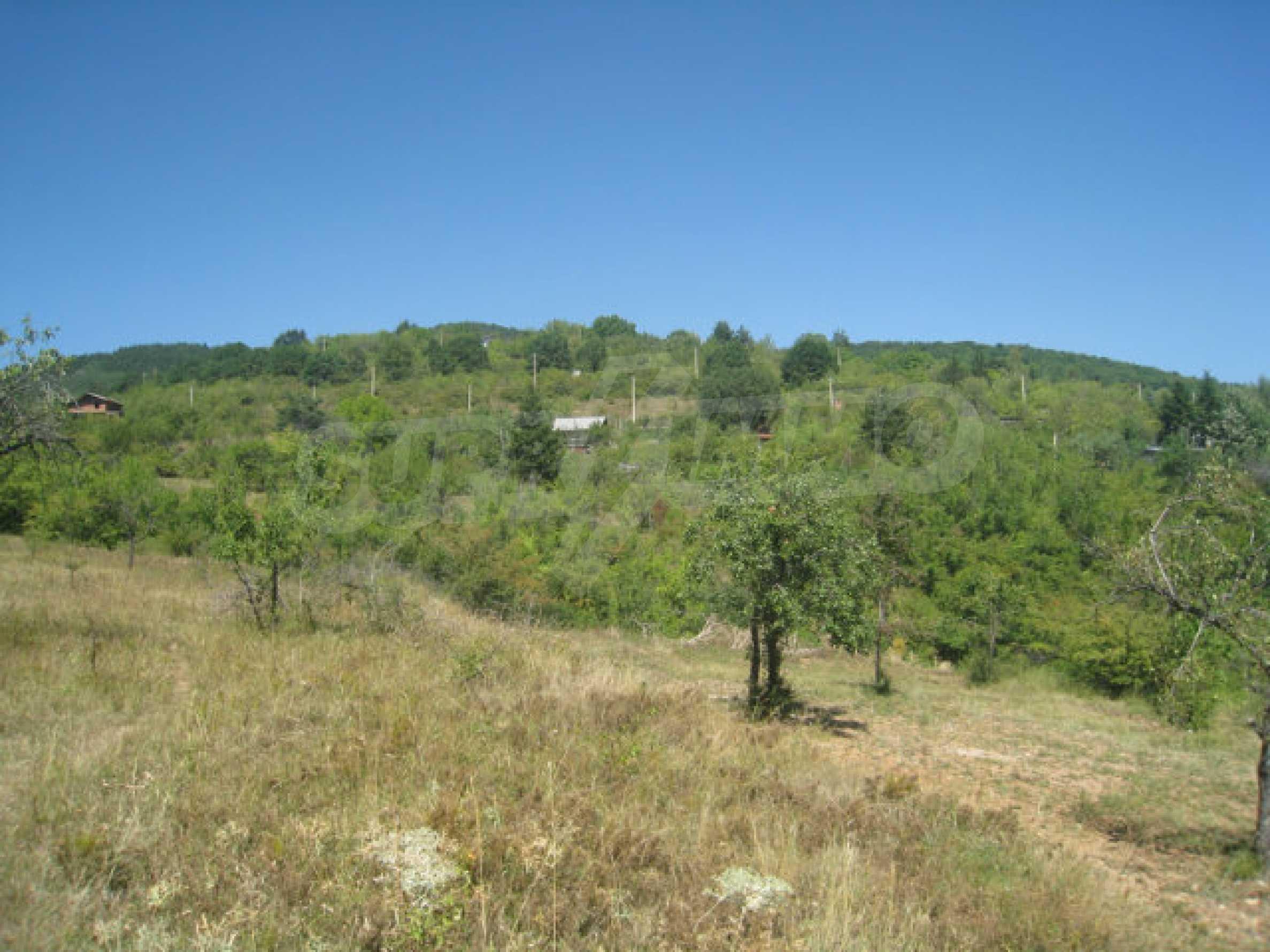 Geregeltes Grundstück in einer Villenzone in einem Dorf in der Nähe von Sofia 17