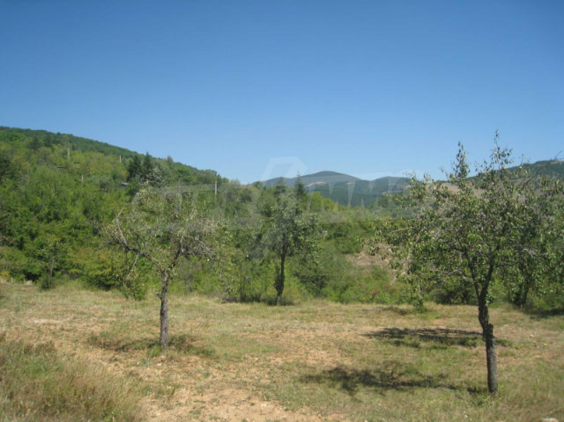 Geregeltes Grundstück in einer Villenzone in einem Dorf in der Nähe von Sofia 18