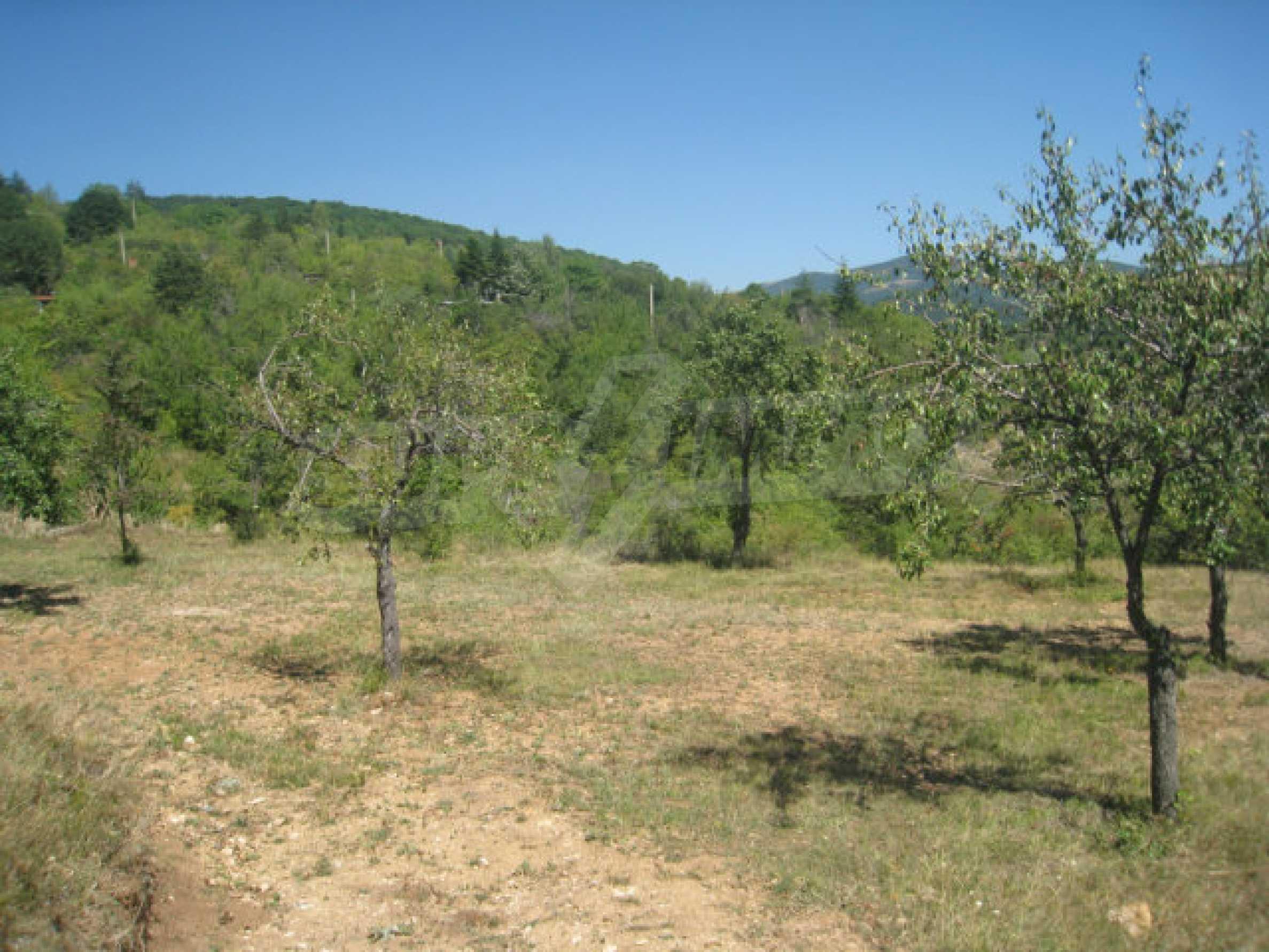 Geregeltes Grundstück in einer Villenzone in einem Dorf in der Nähe von Sofia 1