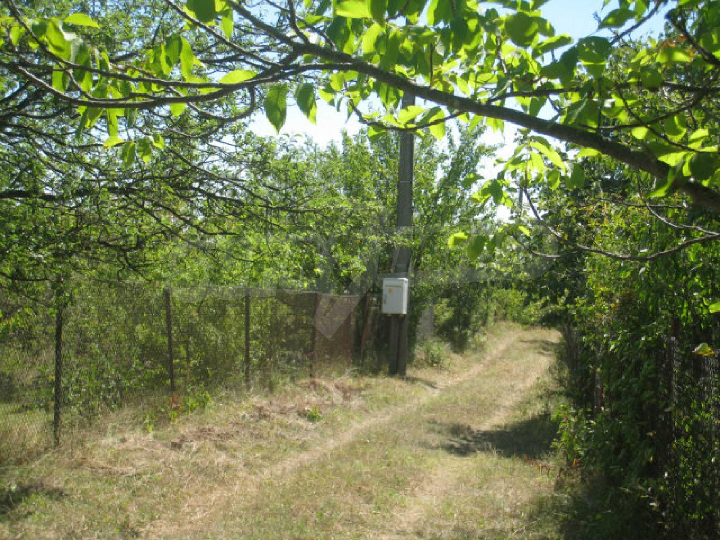 Geregeltes Grundstück in einer Villenzone in einem Dorf in der Nähe von Sofia 19