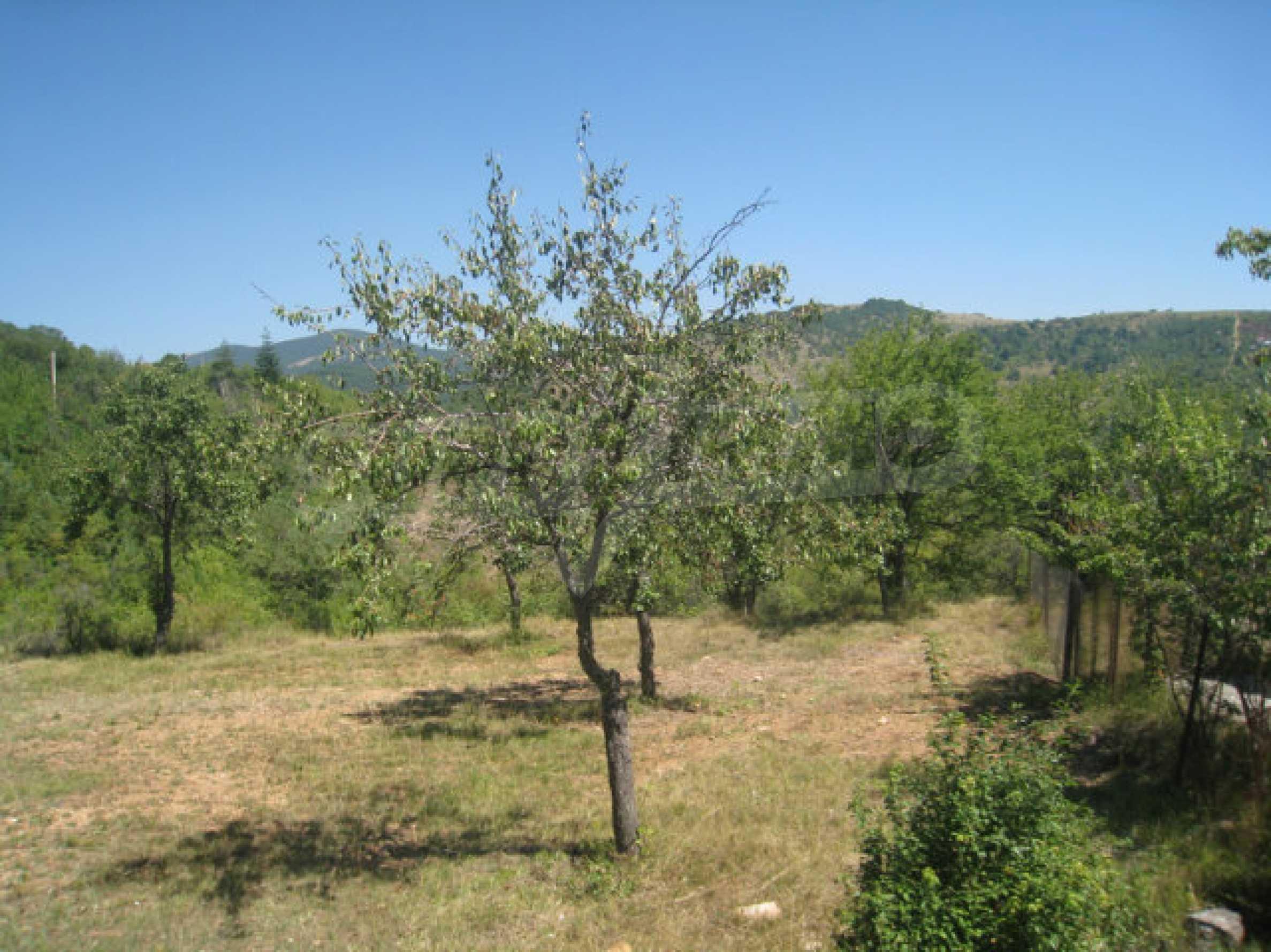 Geregeltes Grundstück in einer Villenzone in einem Dorf in der Nähe von Sofia 2