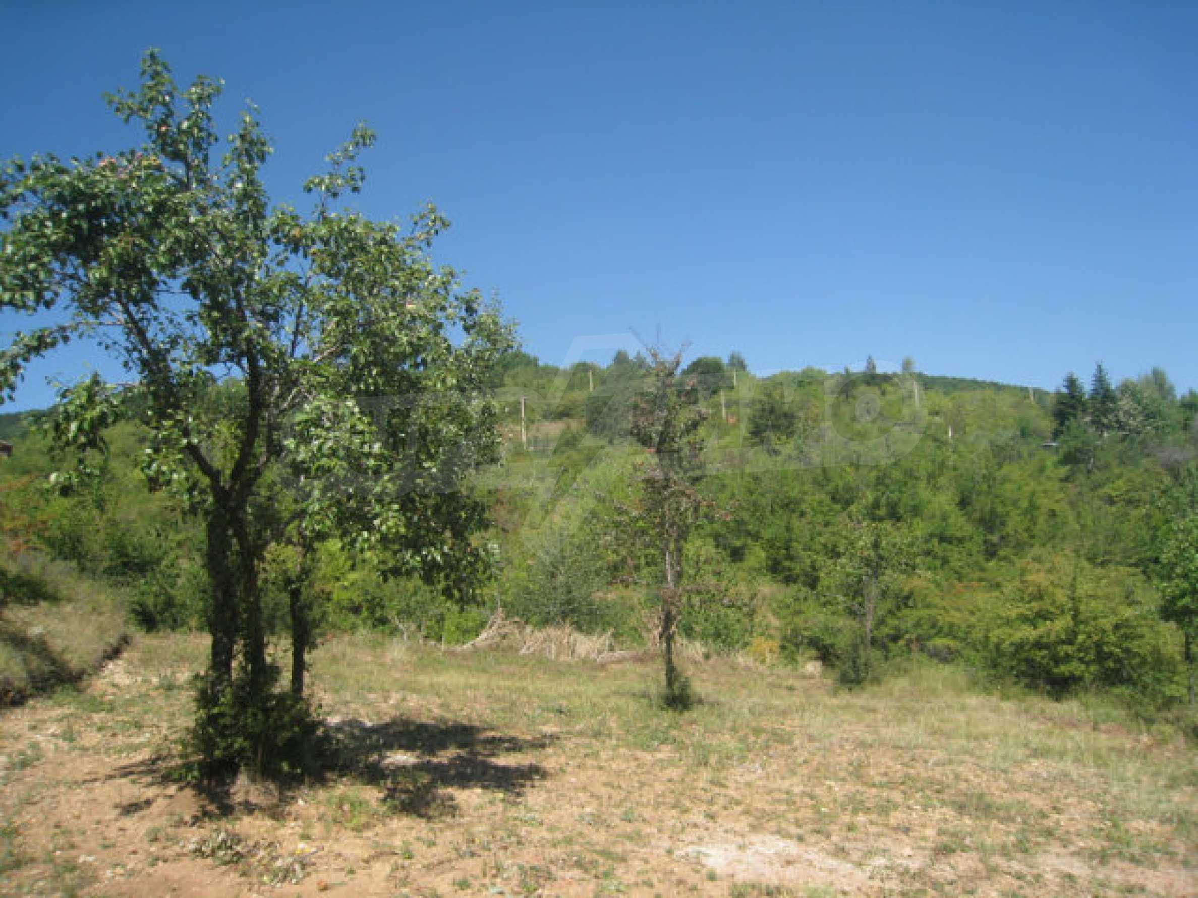 Geregeltes Grundstück in einer Villenzone in einem Dorf in der Nähe von Sofia 3