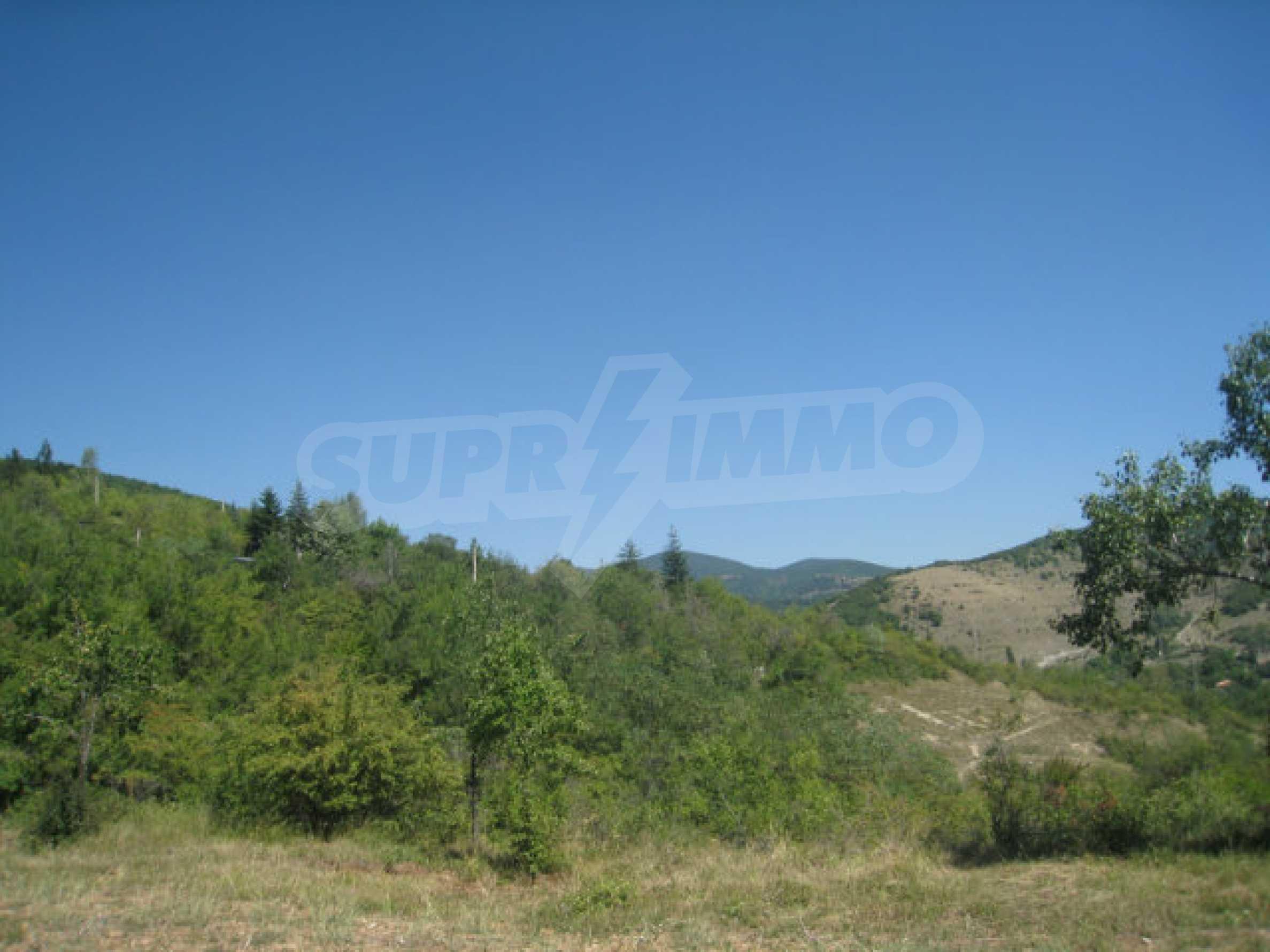 Geregeltes Grundstück in einer Villenzone in einem Dorf in der Nähe von Sofia 4