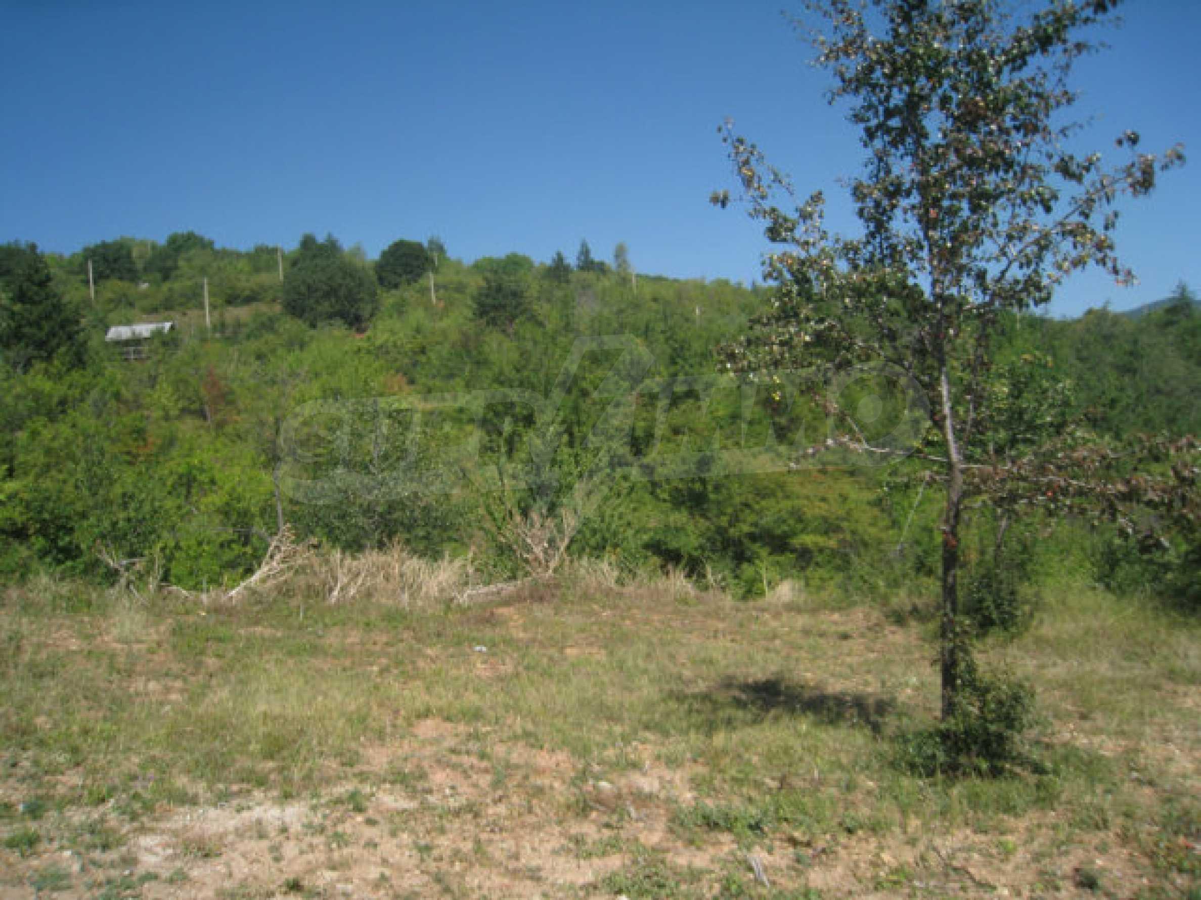 Geregeltes Grundstück in einer Villenzone in einem Dorf in der Nähe von Sofia 6