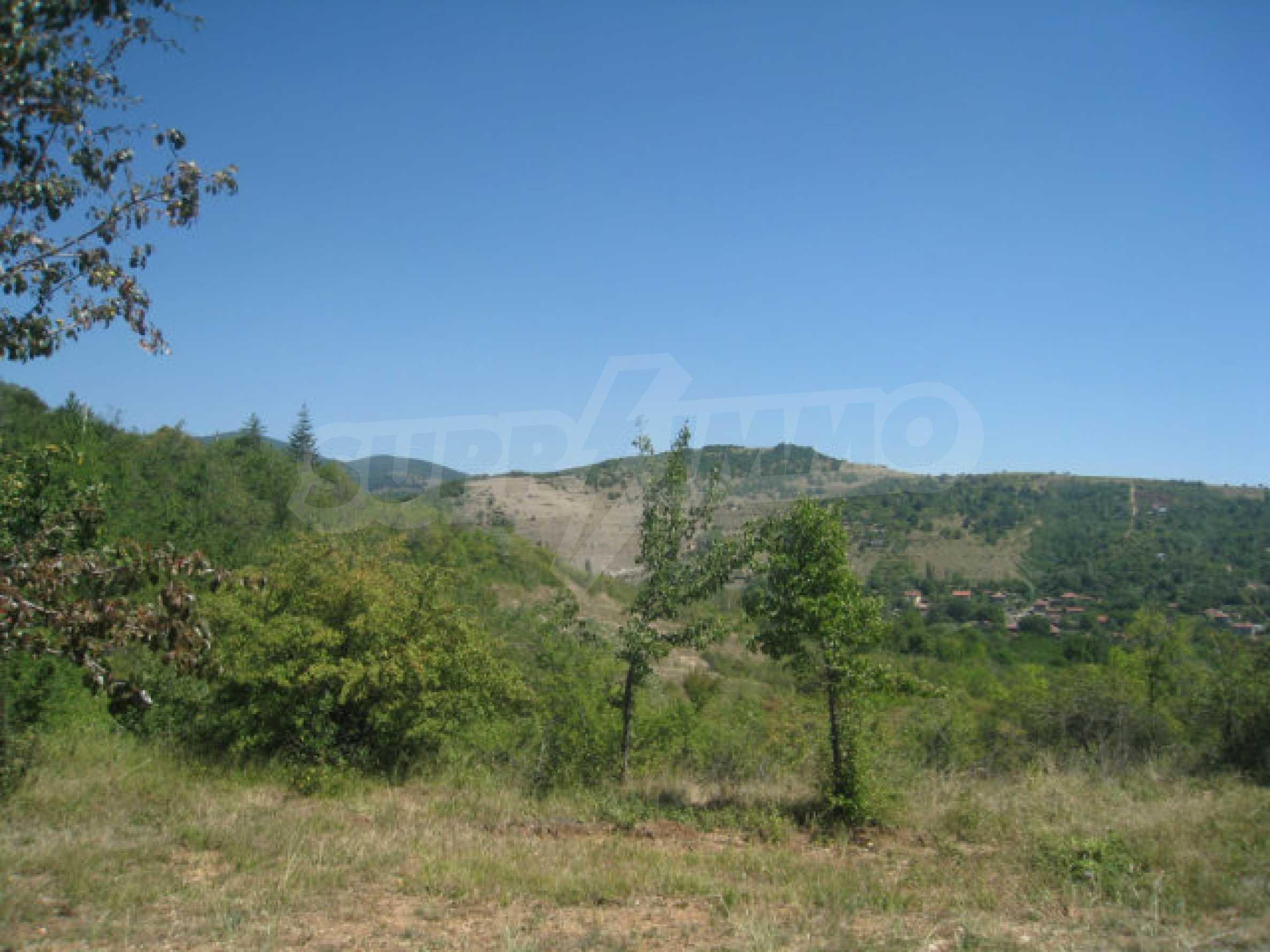 Geregeltes Grundstück in einer Villenzone in einem Dorf in der Nähe von Sofia 7