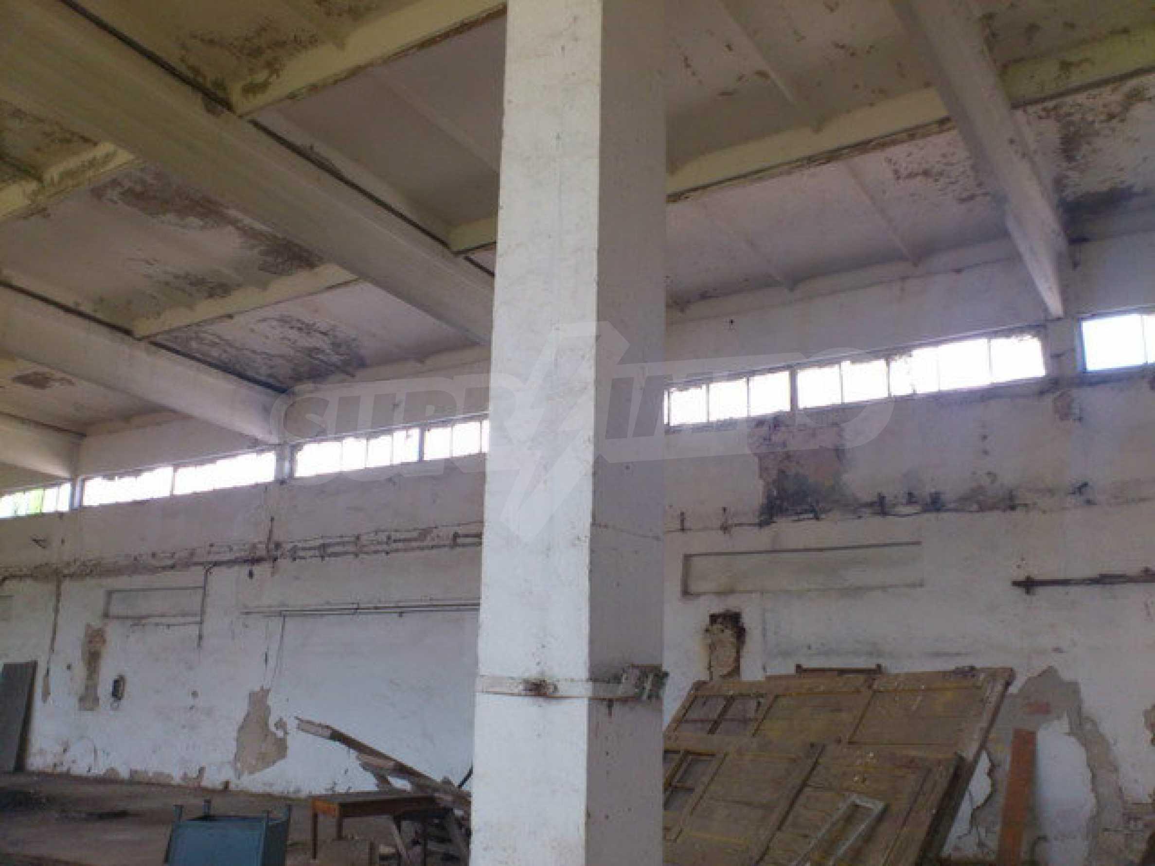 Ein Grundstück mit einer Halle in einem Industriegebiet von Gorna Oryahovitsa 9