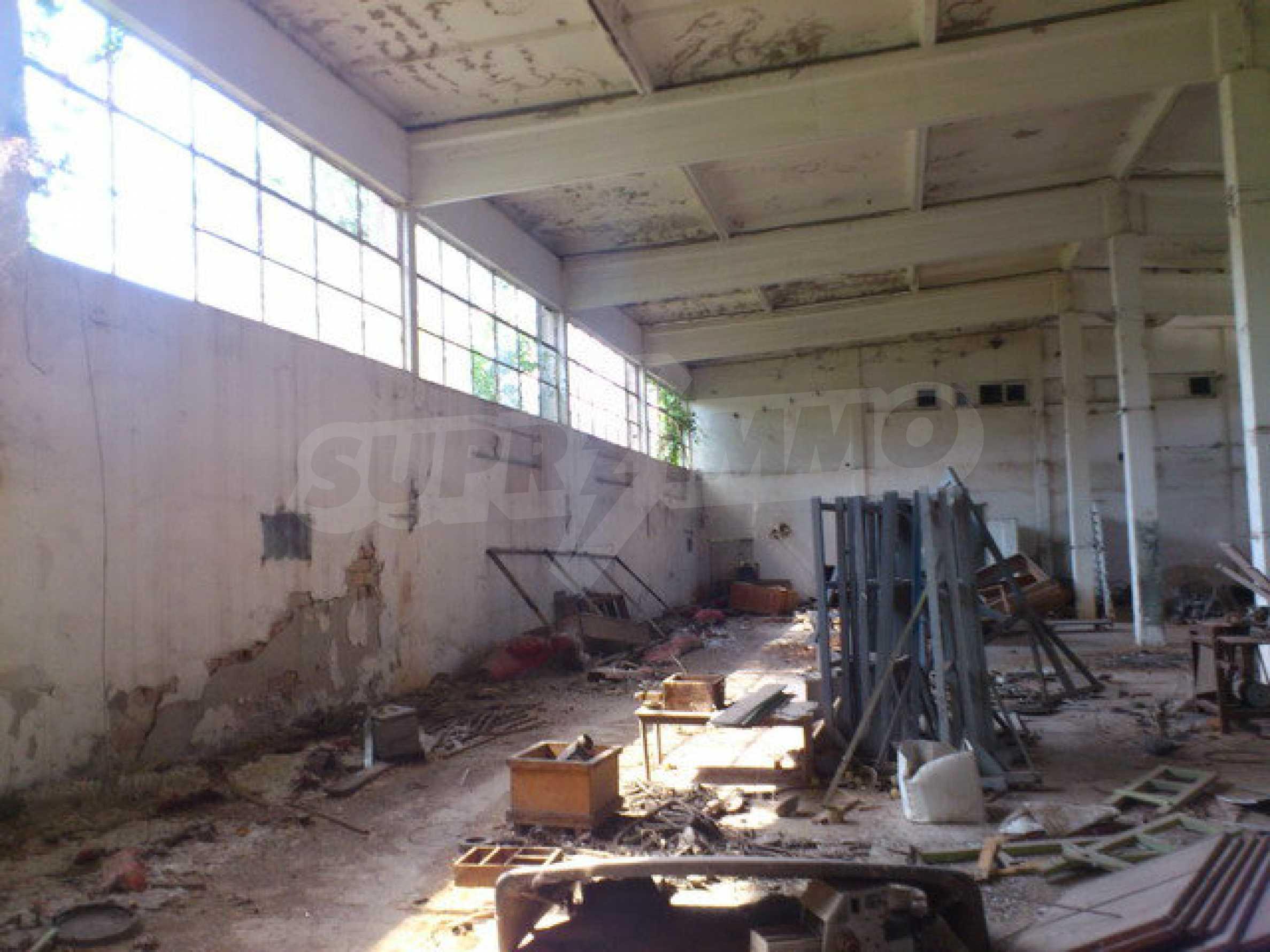 Ein Grundstück mit einer Halle in einem Industriegebiet von Gorna Oryahovitsa 10