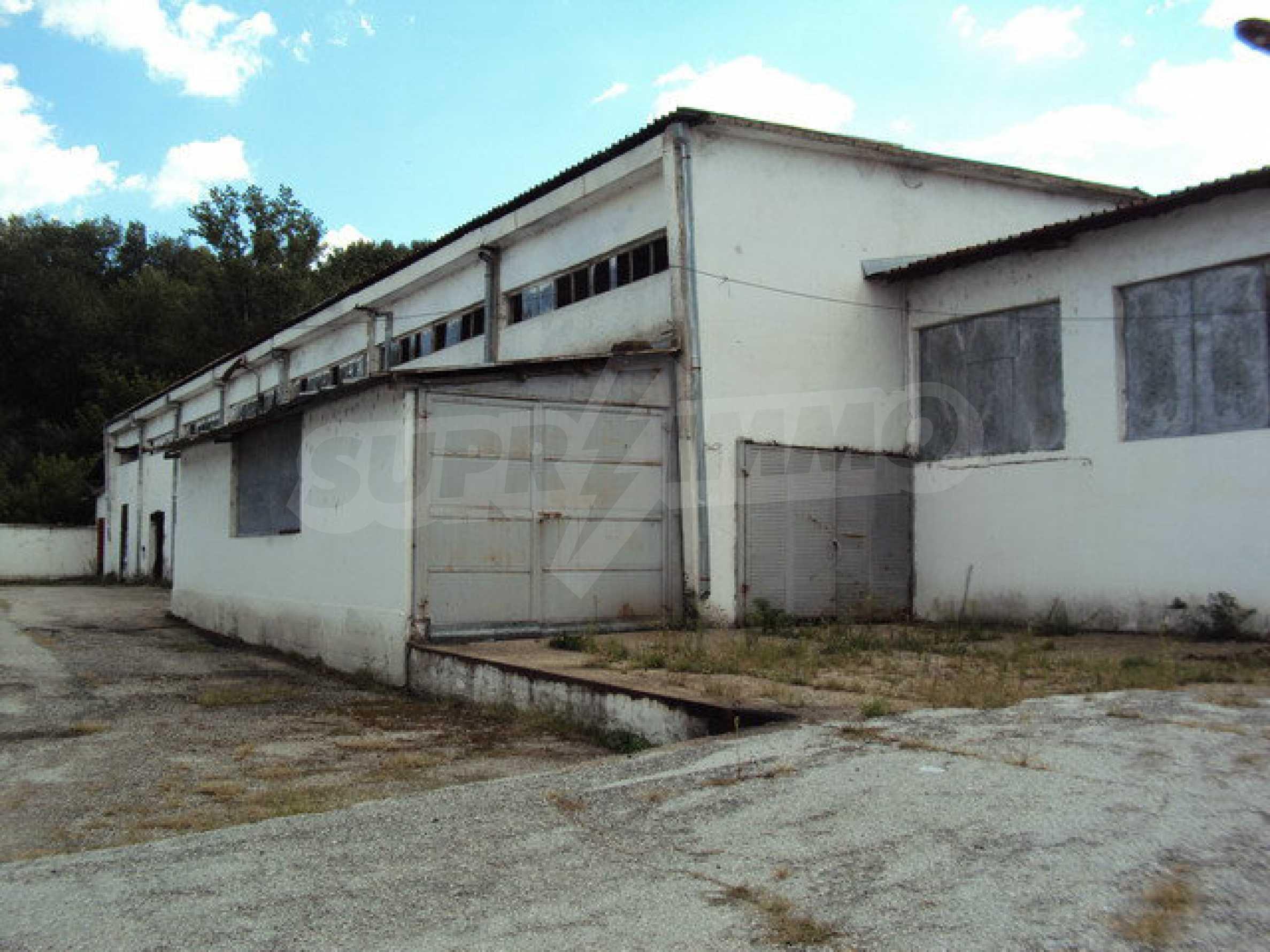 Ein Grundstück mit einer Halle in einem Industriegebiet von Gorna Oryahovitsa 2