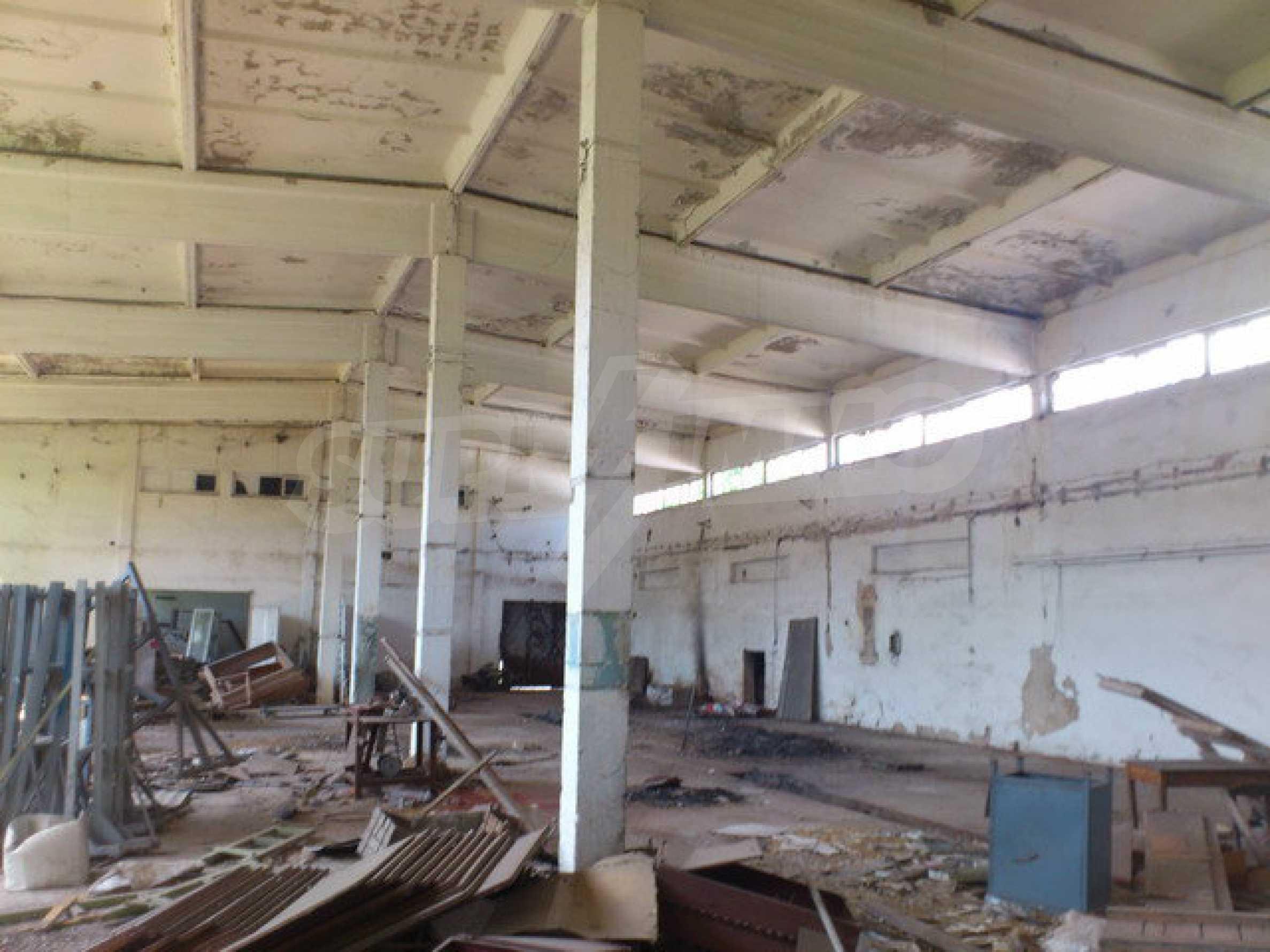 Ein Grundstück mit einer Halle in einem Industriegebiet von Gorna Oryahovitsa 8
