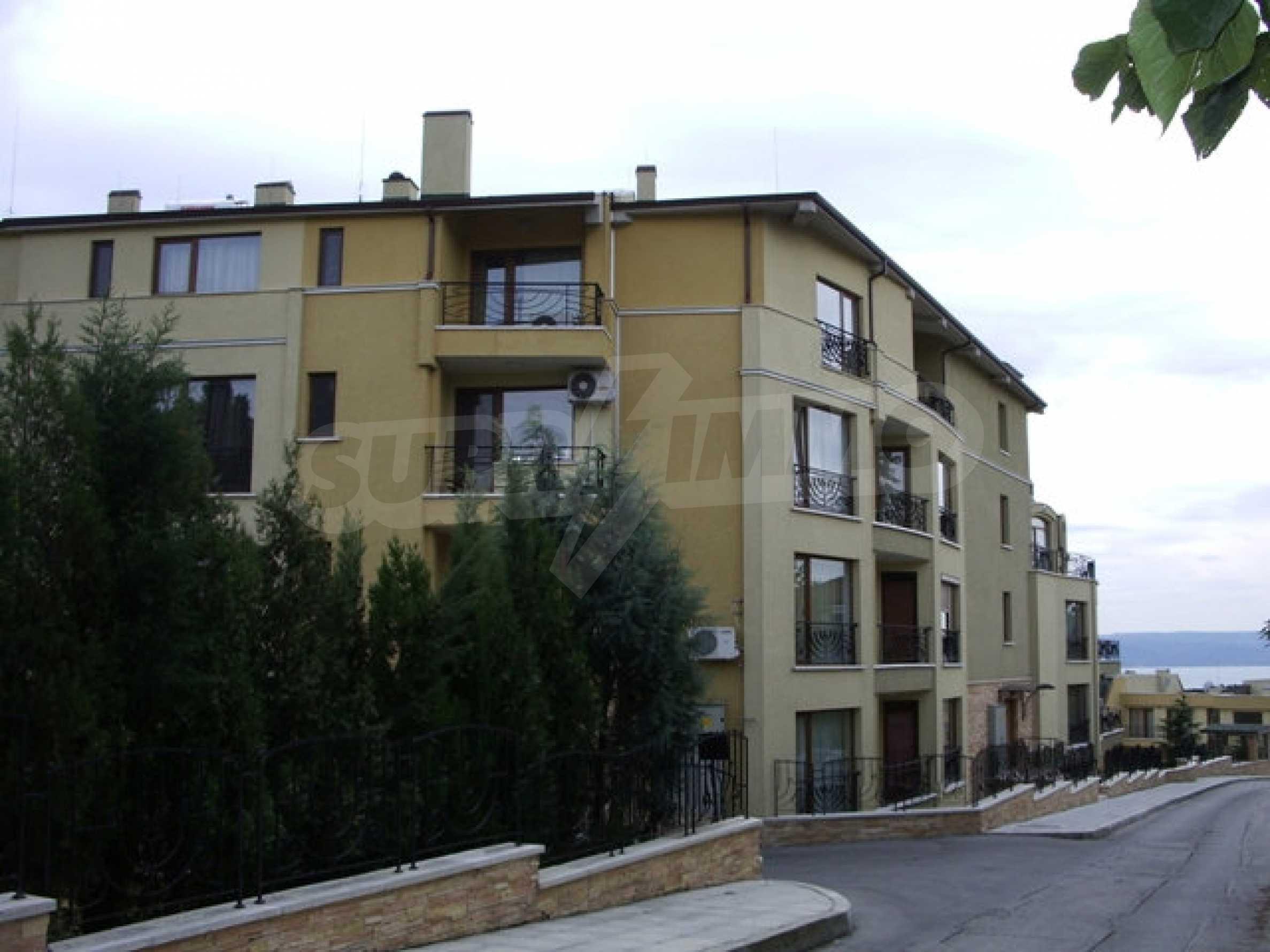Apartment mit einem Schlafzimmer neben dem Evksinovgrad-Palast 11