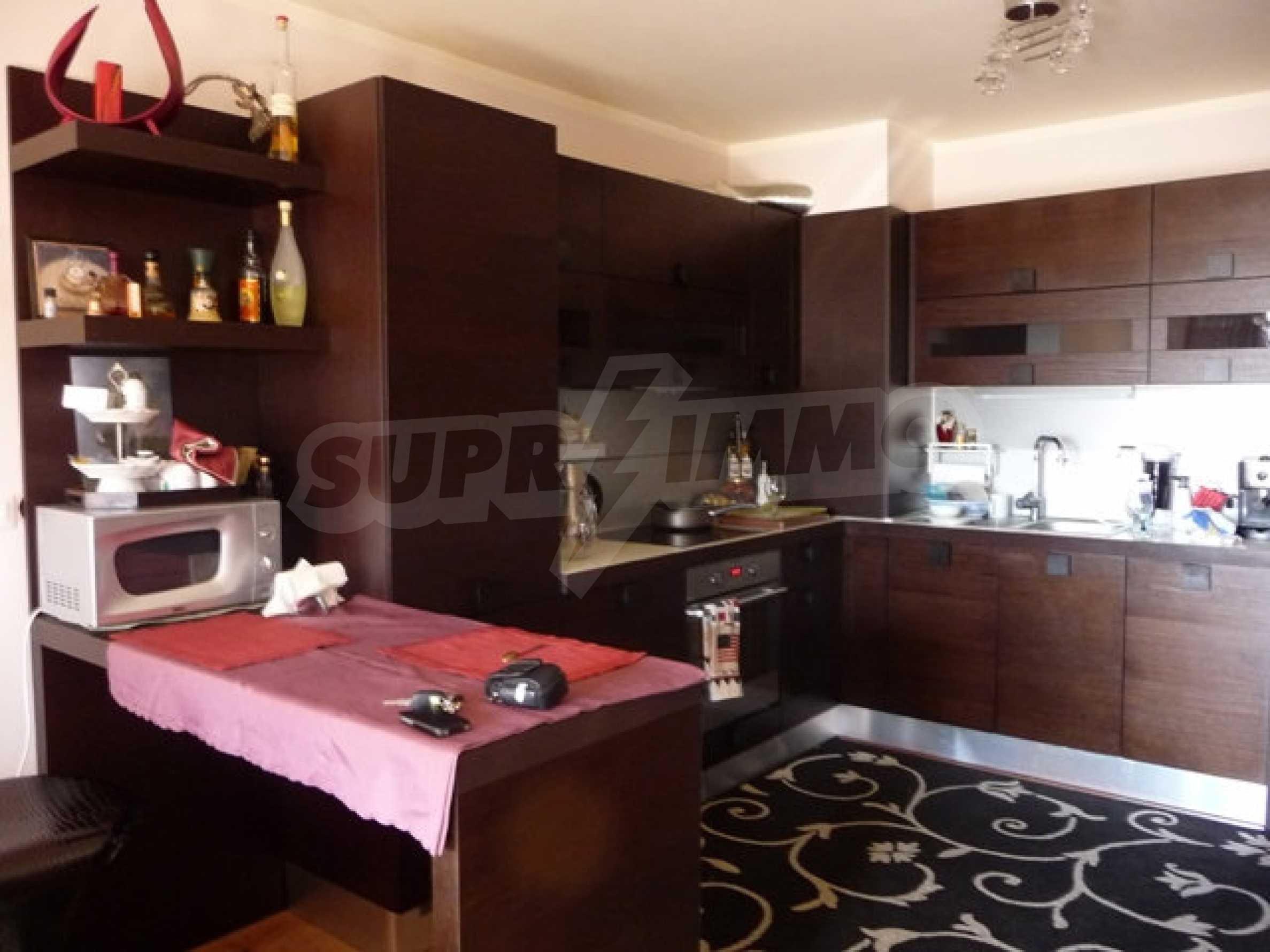 Apartment mit einem Schlafzimmer neben dem Evksinovgrad-Palast 12