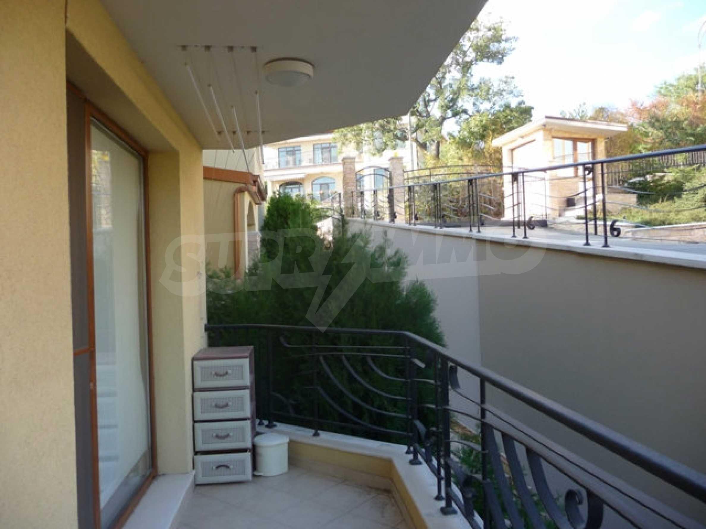 Apartment mit einem Schlafzimmer neben dem Evksinovgrad-Palast 22