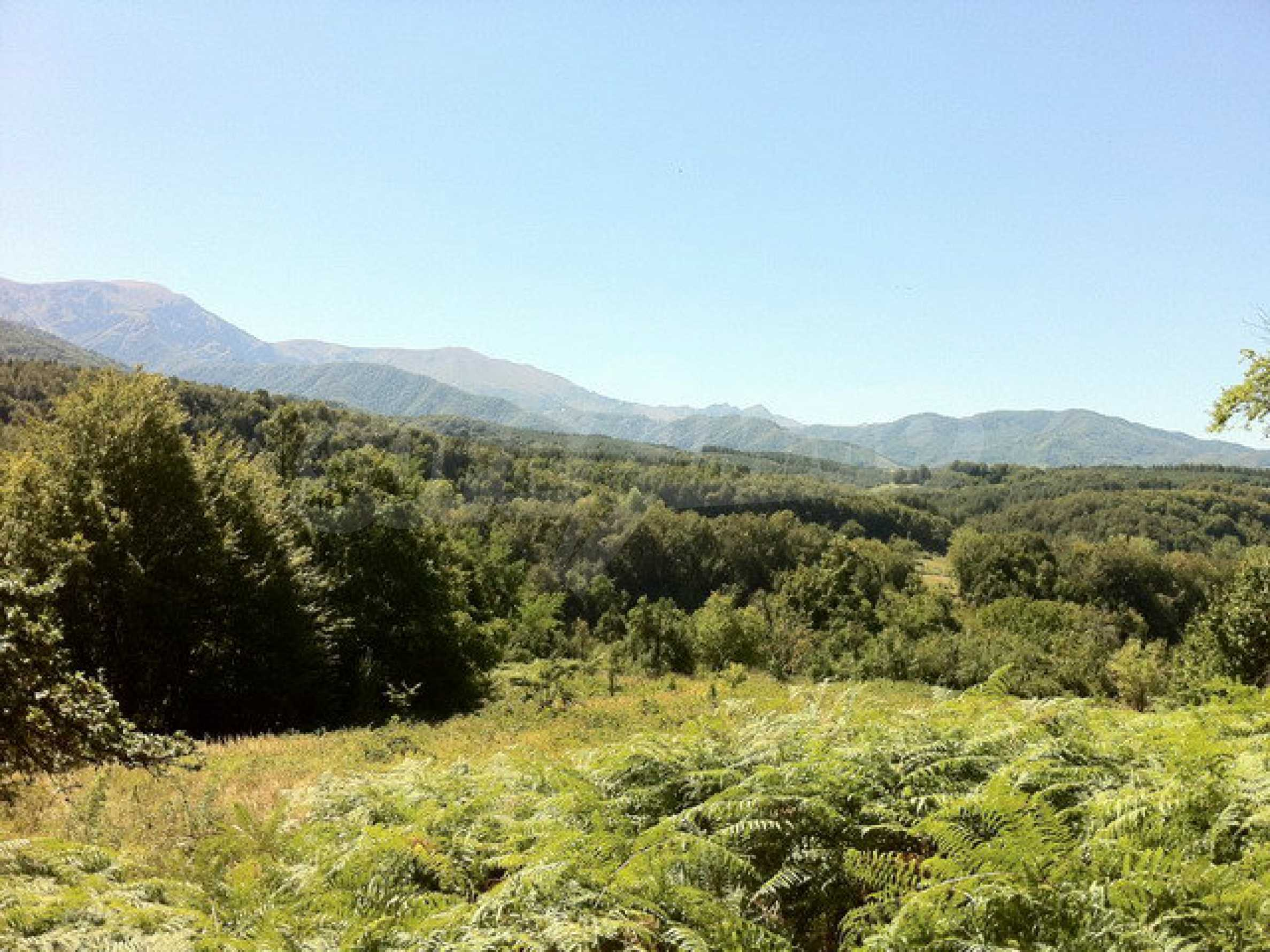 Regulated, large plot of land with great views in a popular village Apriltsi