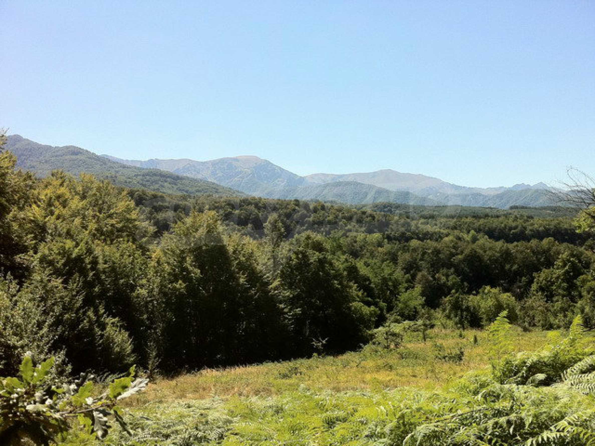 Regulated, large plot of land with great views in a popular village Apriltsi 2