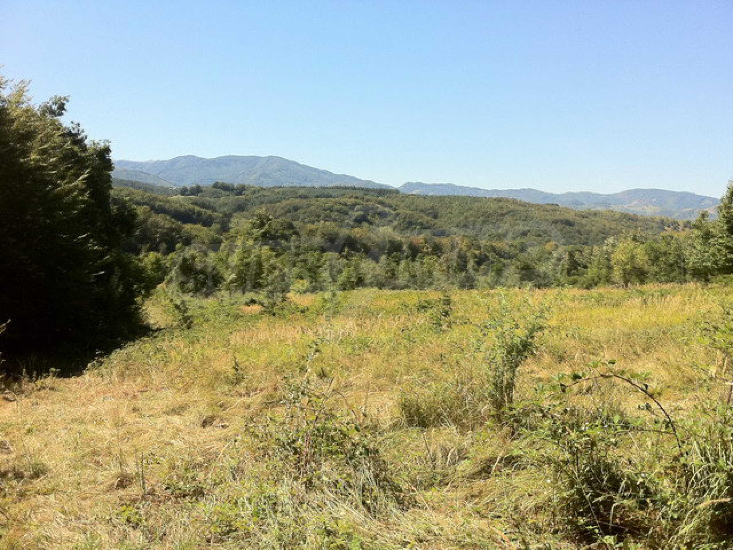 Regulated, large plot of land with great views in a popular village Apriltsi 3