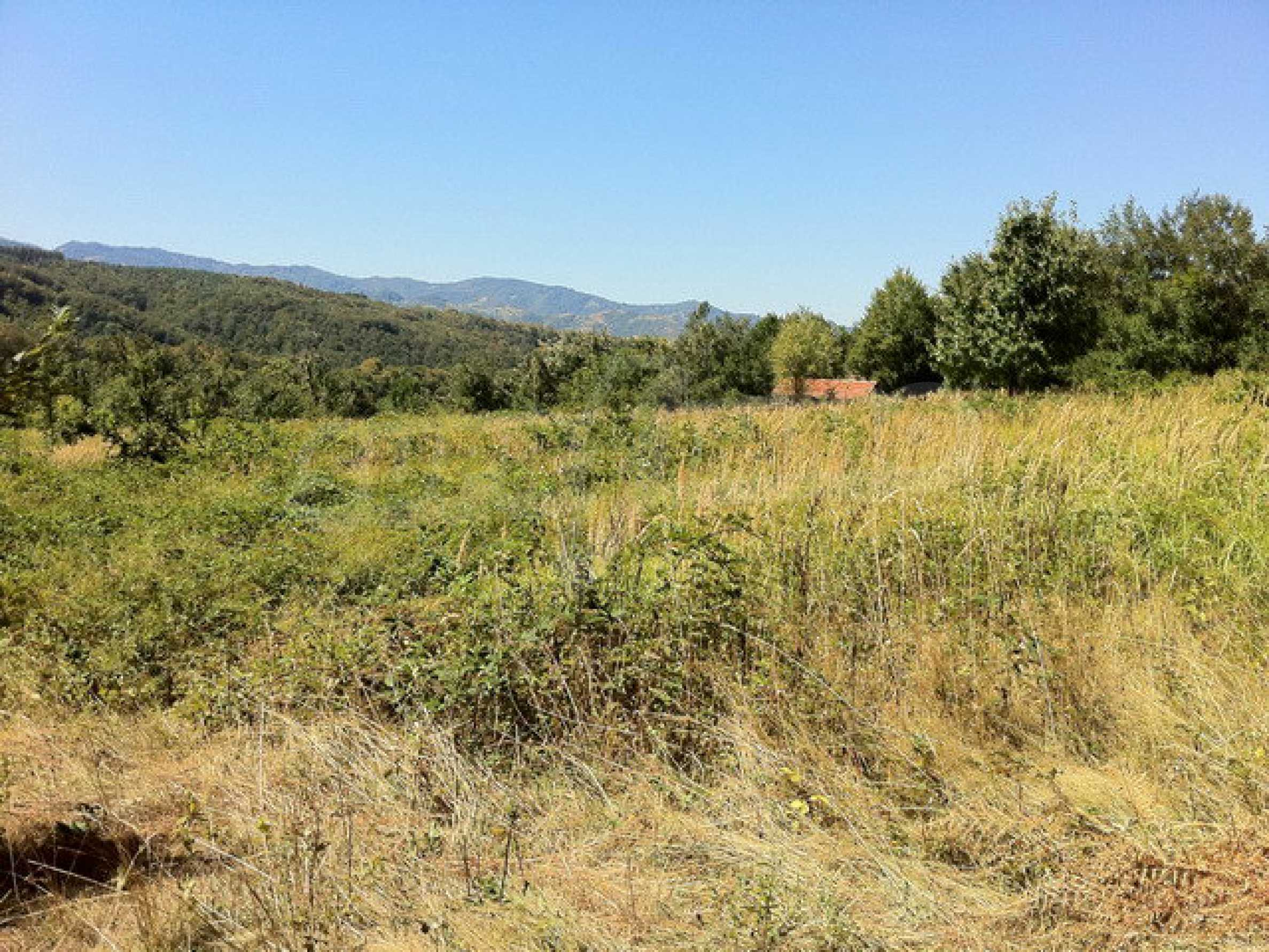Regulated, large plot of land with great views in a popular village Apriltsi 4