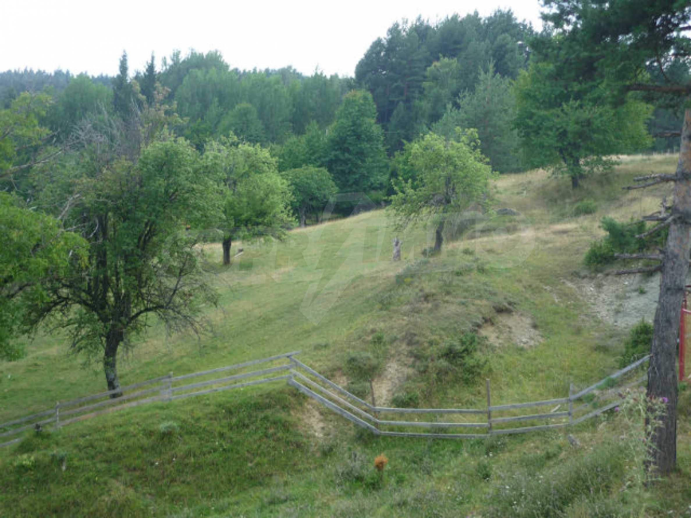 Großes reguliertes Baugrundstück 15 km vom Kurort Smolyan entfernt