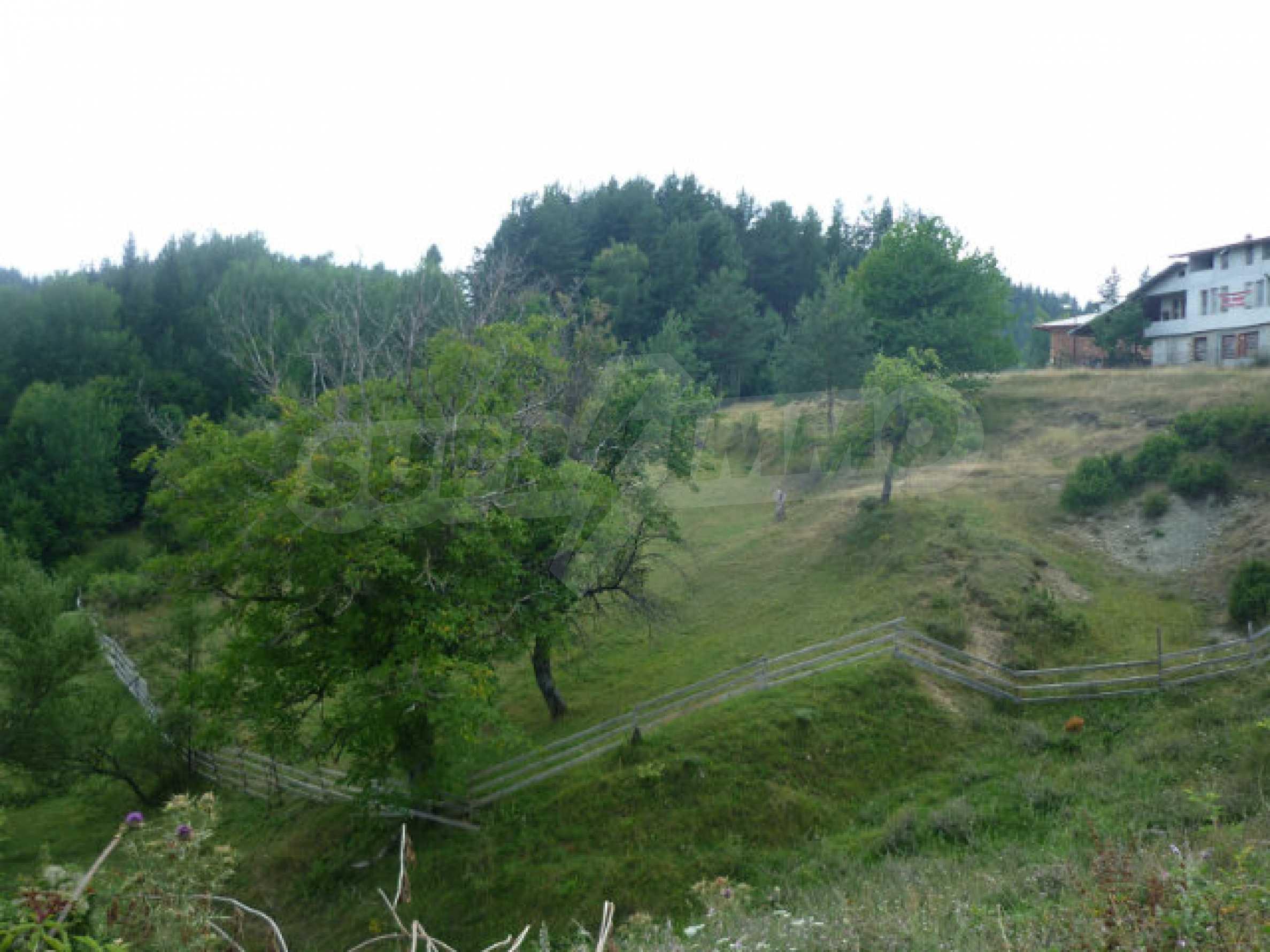 Großes reguliertes Baugrundstück 15 km vom Kurort Smolyan entfernt 2