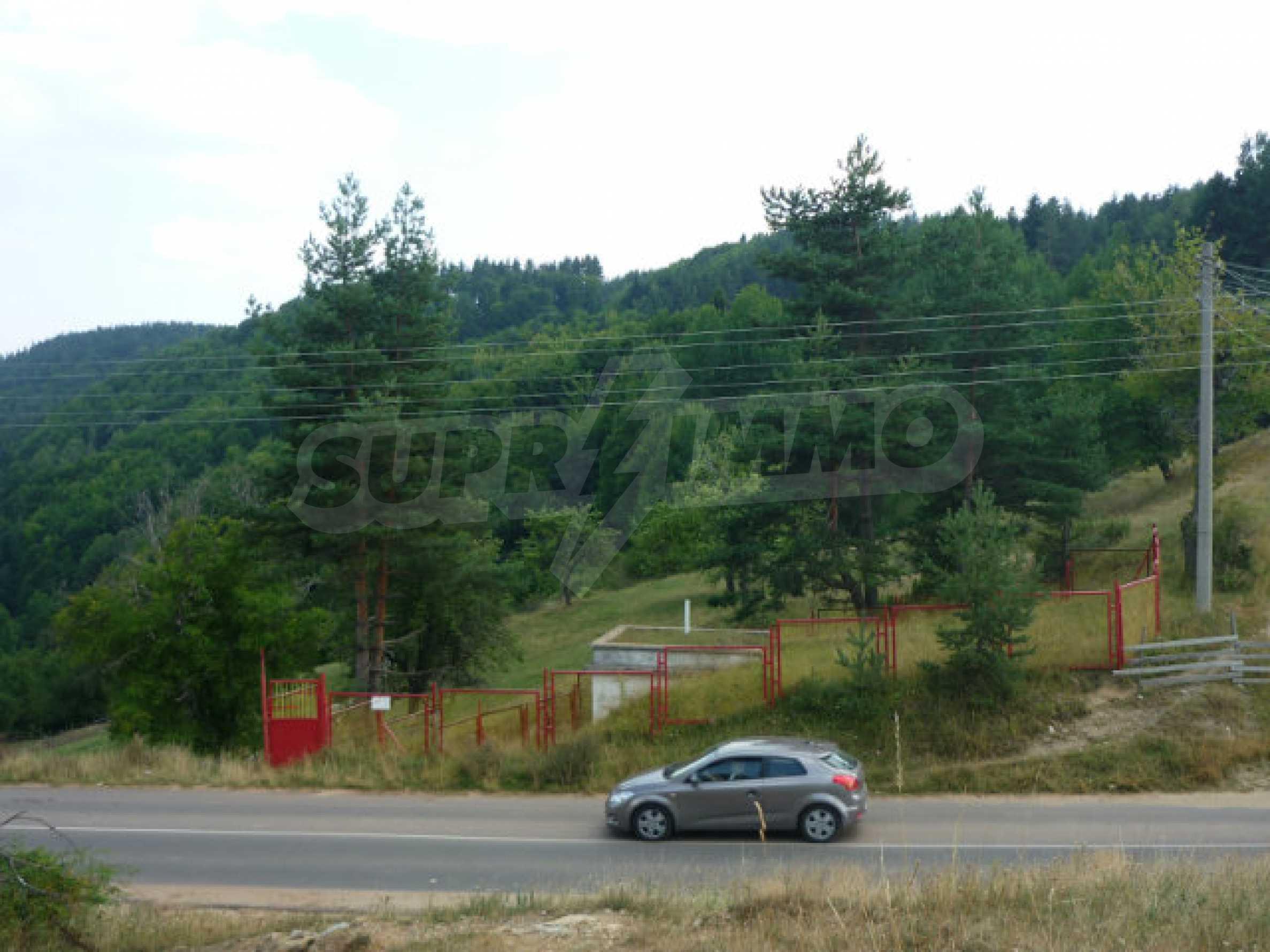 Großes reguliertes Baugrundstück 15 km vom Kurort Smolyan entfernt 4