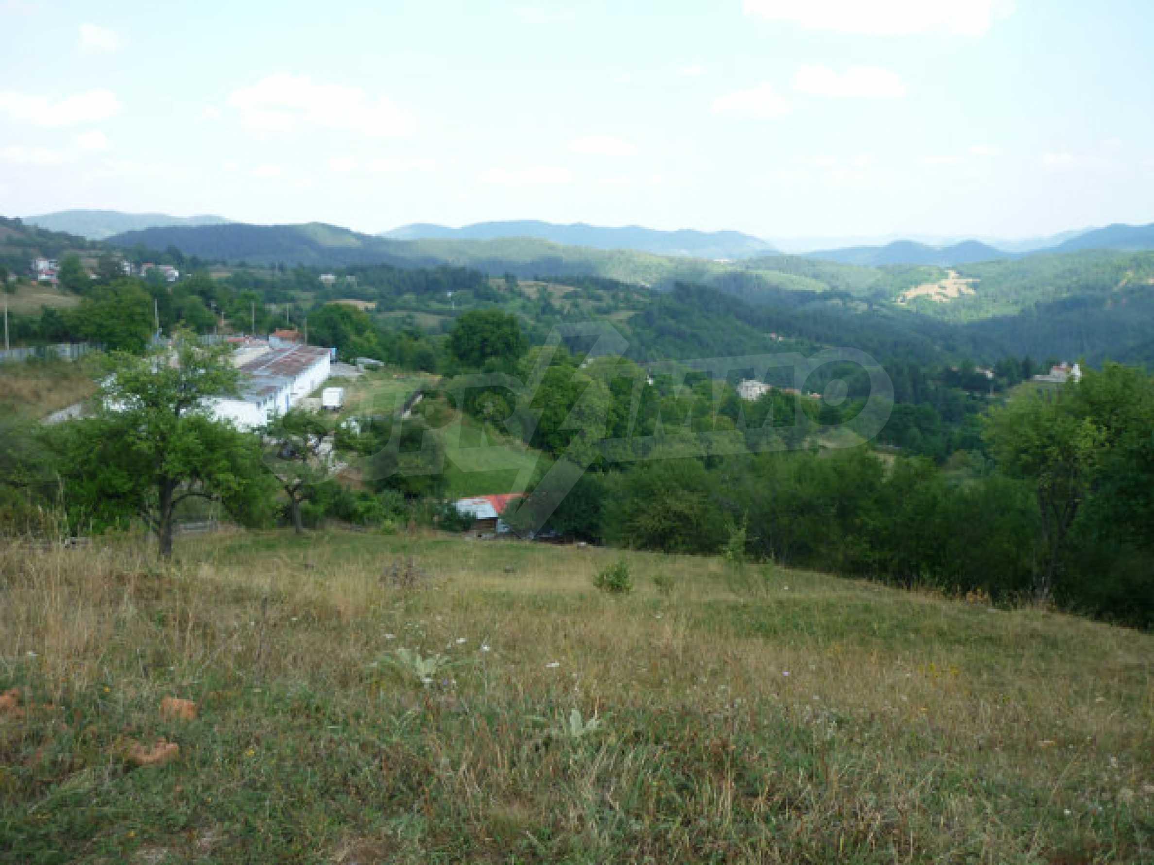 Großes reguliertes Baugrundstück 15 km vom Kurort Smolyan entfernt 5