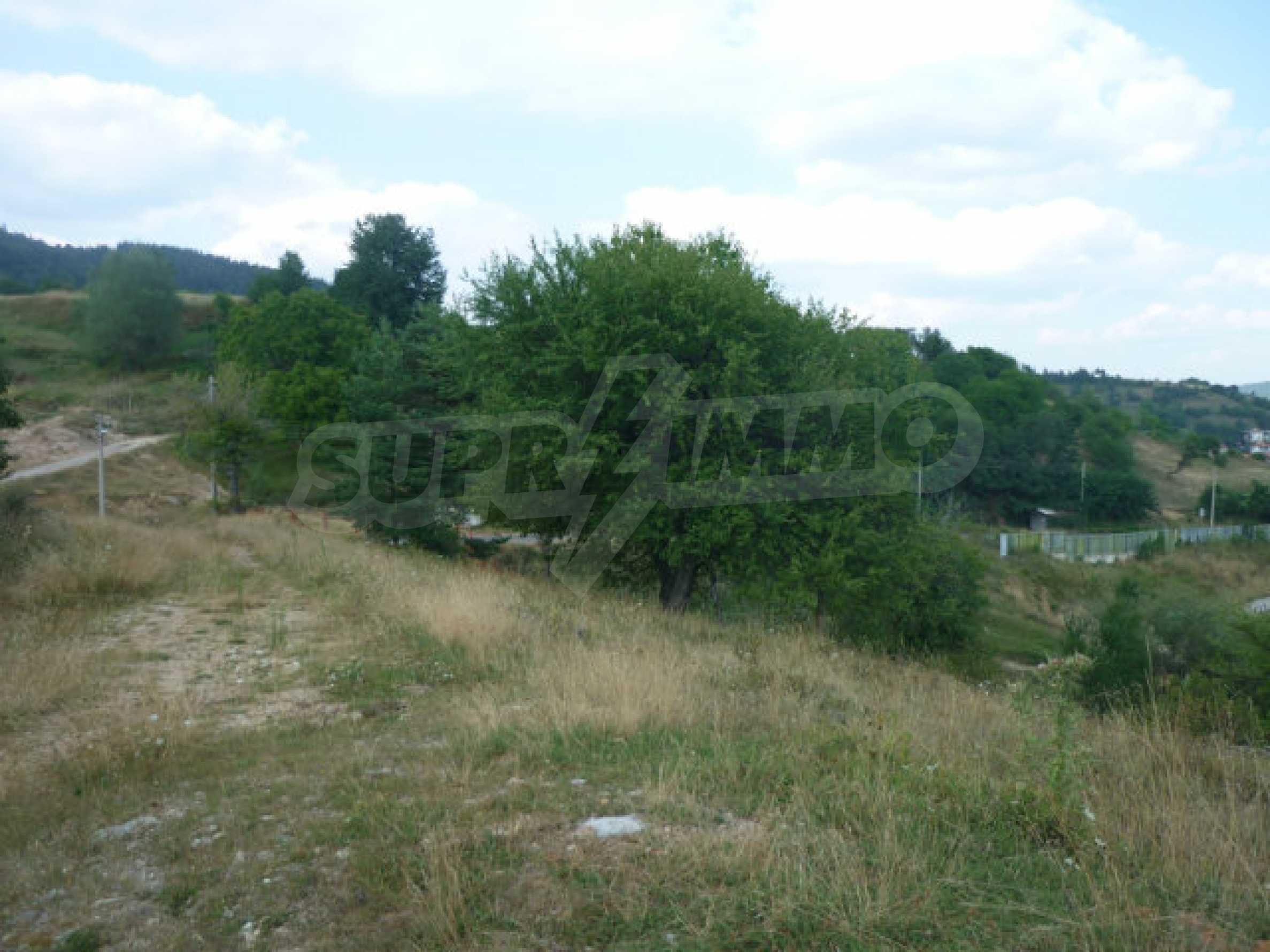 Großes reguliertes Baugrundstück 15 km vom Kurort Smolyan entfernt 6