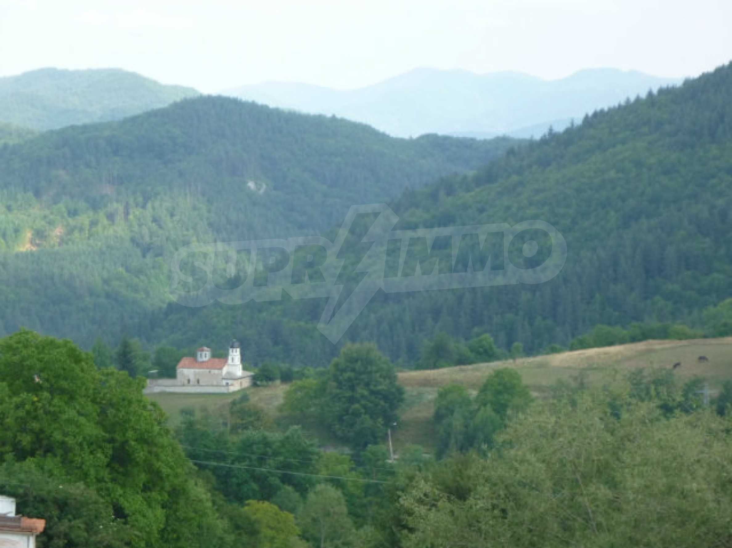 Großes reguliertes Baugrundstück 15 km vom Kurort Smolyan entfernt 7