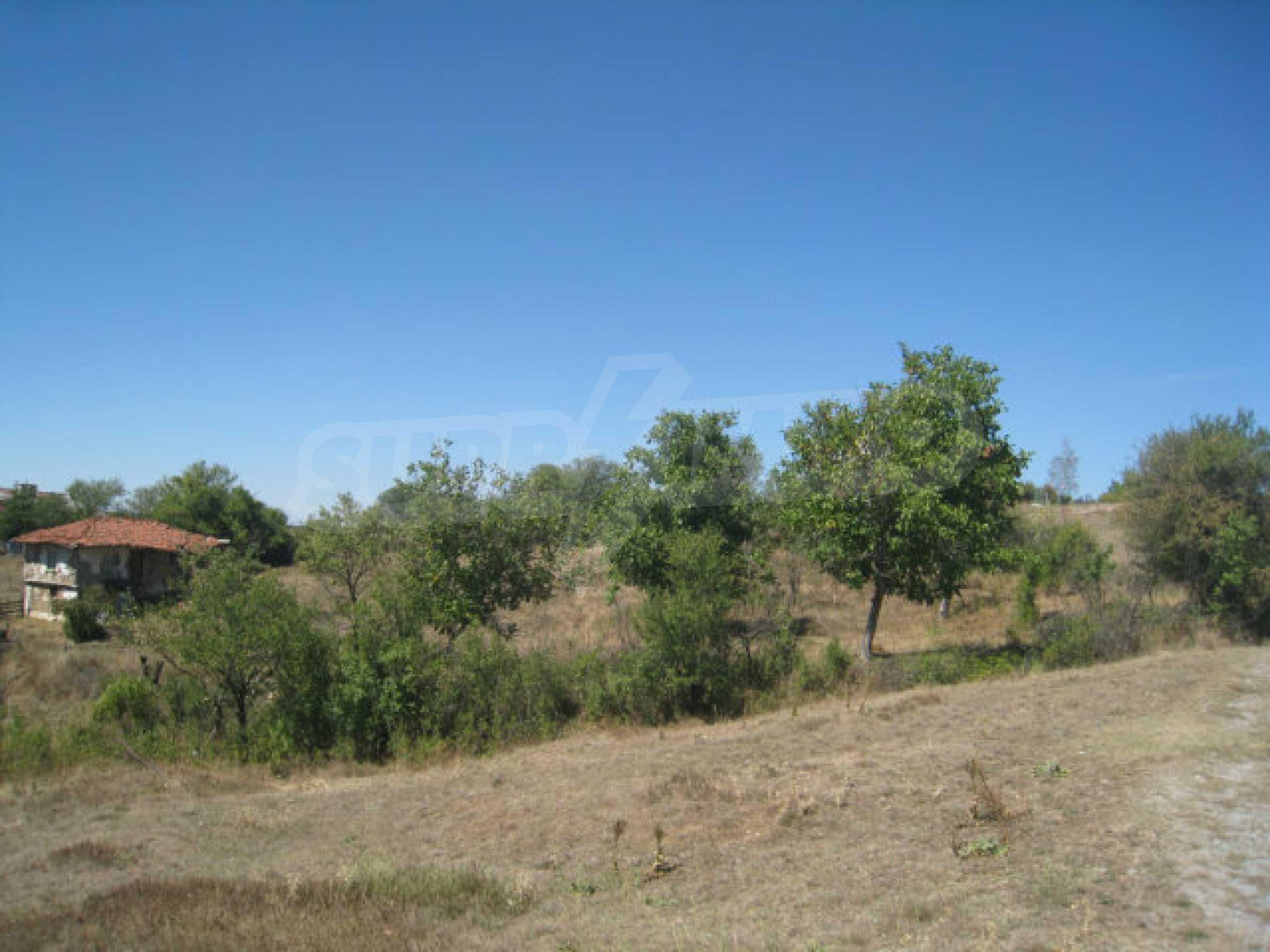 Geregeltes Baugrundstück in einem Dorf in der Nähe von Elin Pelin 9