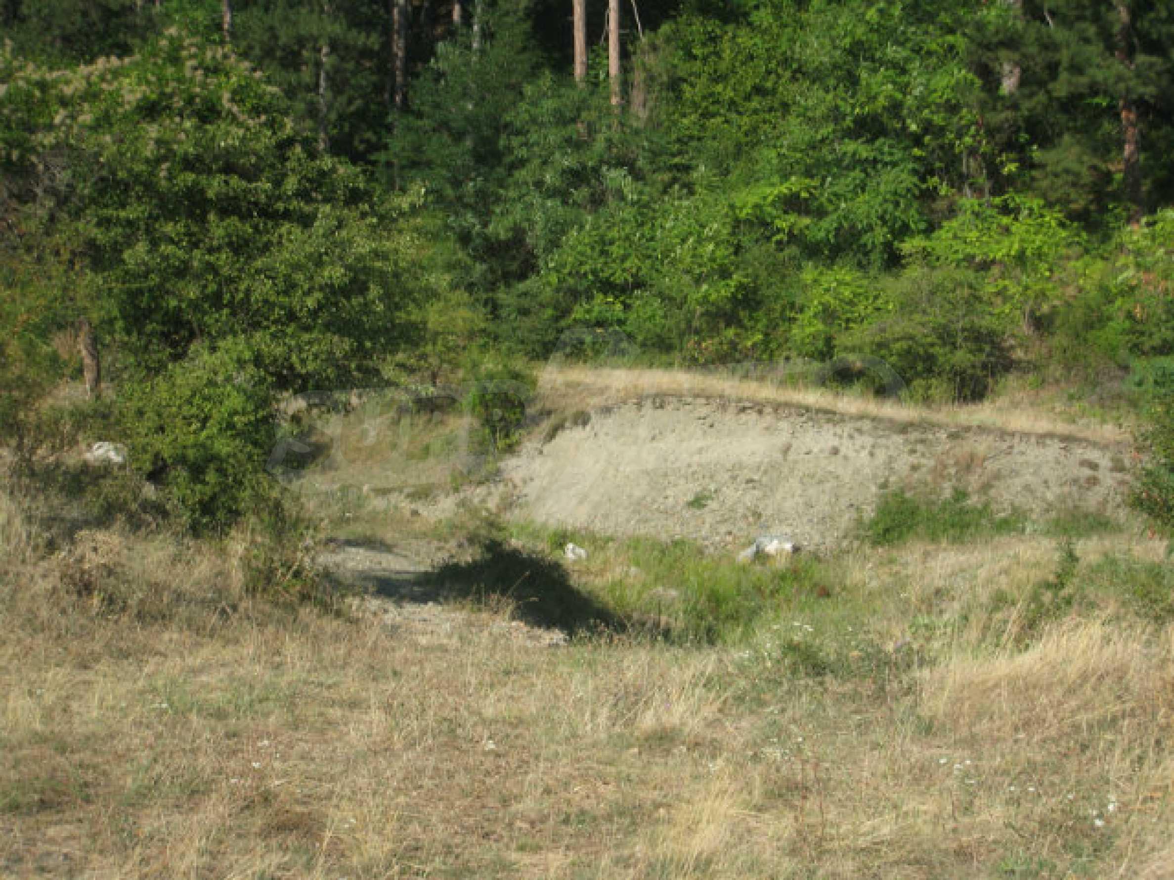 Geregeltes Grundstück in einem ruhigen Dorf in der Nähe der Balkanstraße 10