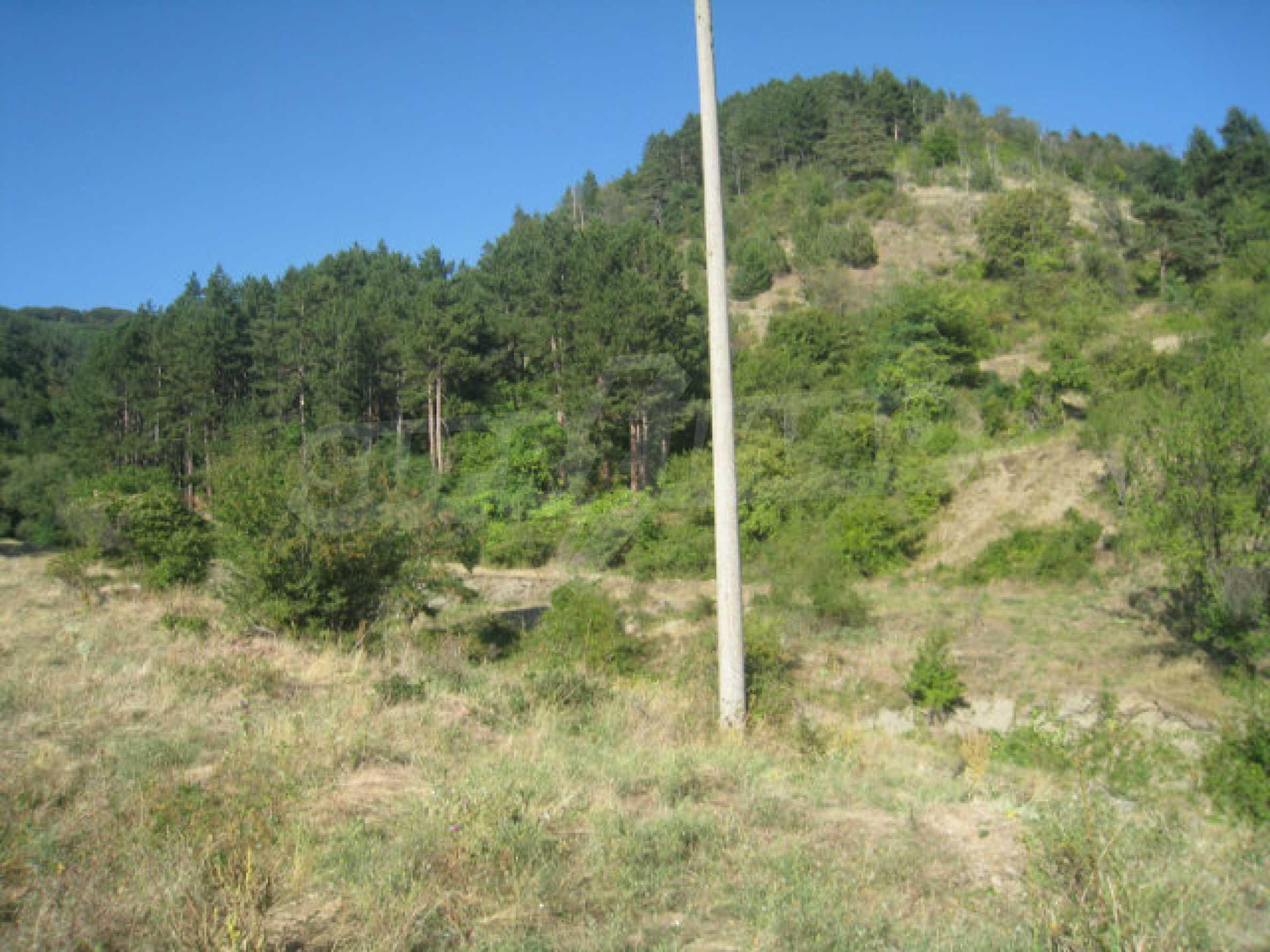 Geregeltes Grundstück in einem ruhigen Dorf in der Nähe der Balkanstraße 1