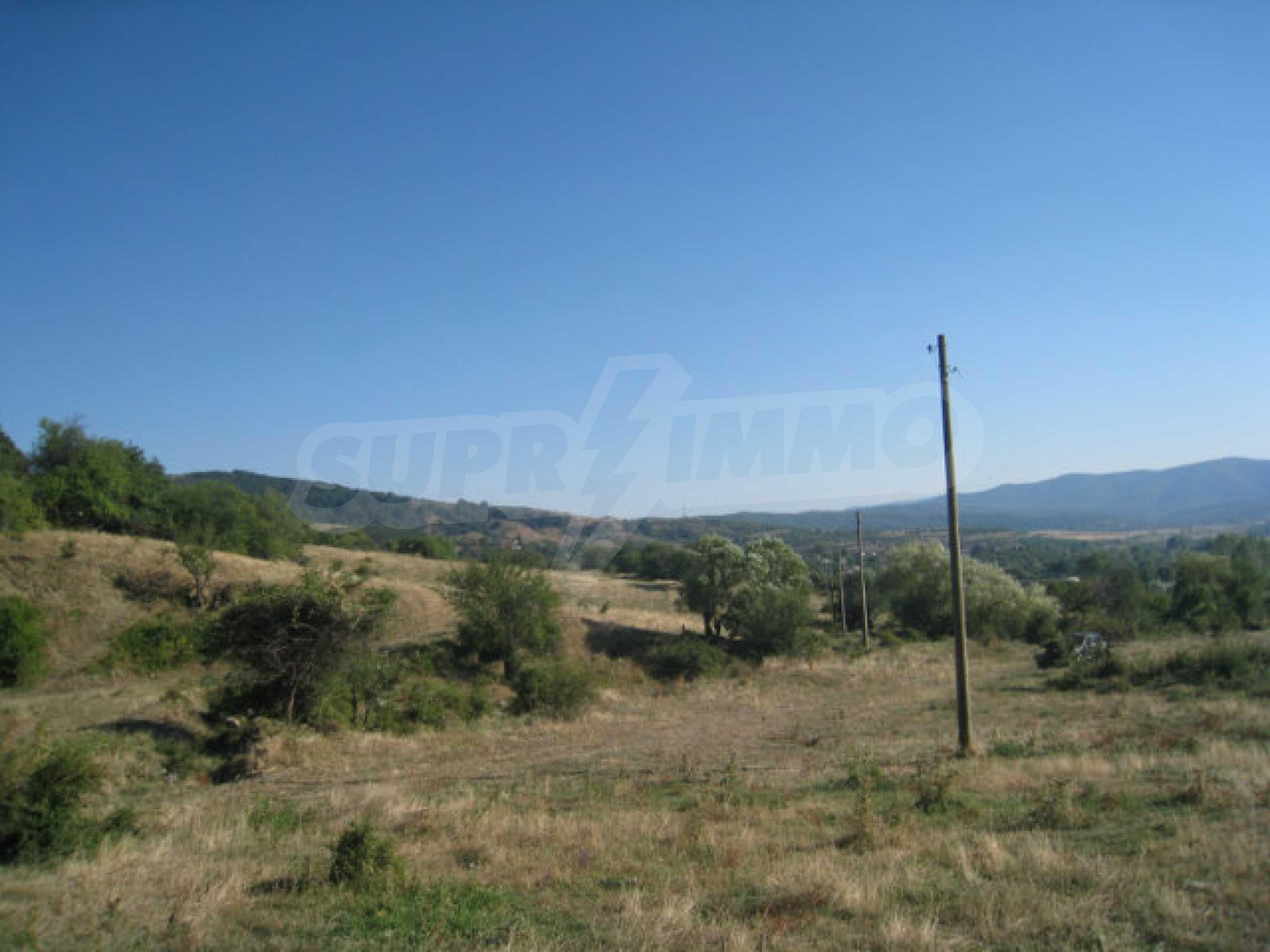 Geregeltes Grundstück in einem ruhigen Dorf in der Nähe der Balkanstraße 20