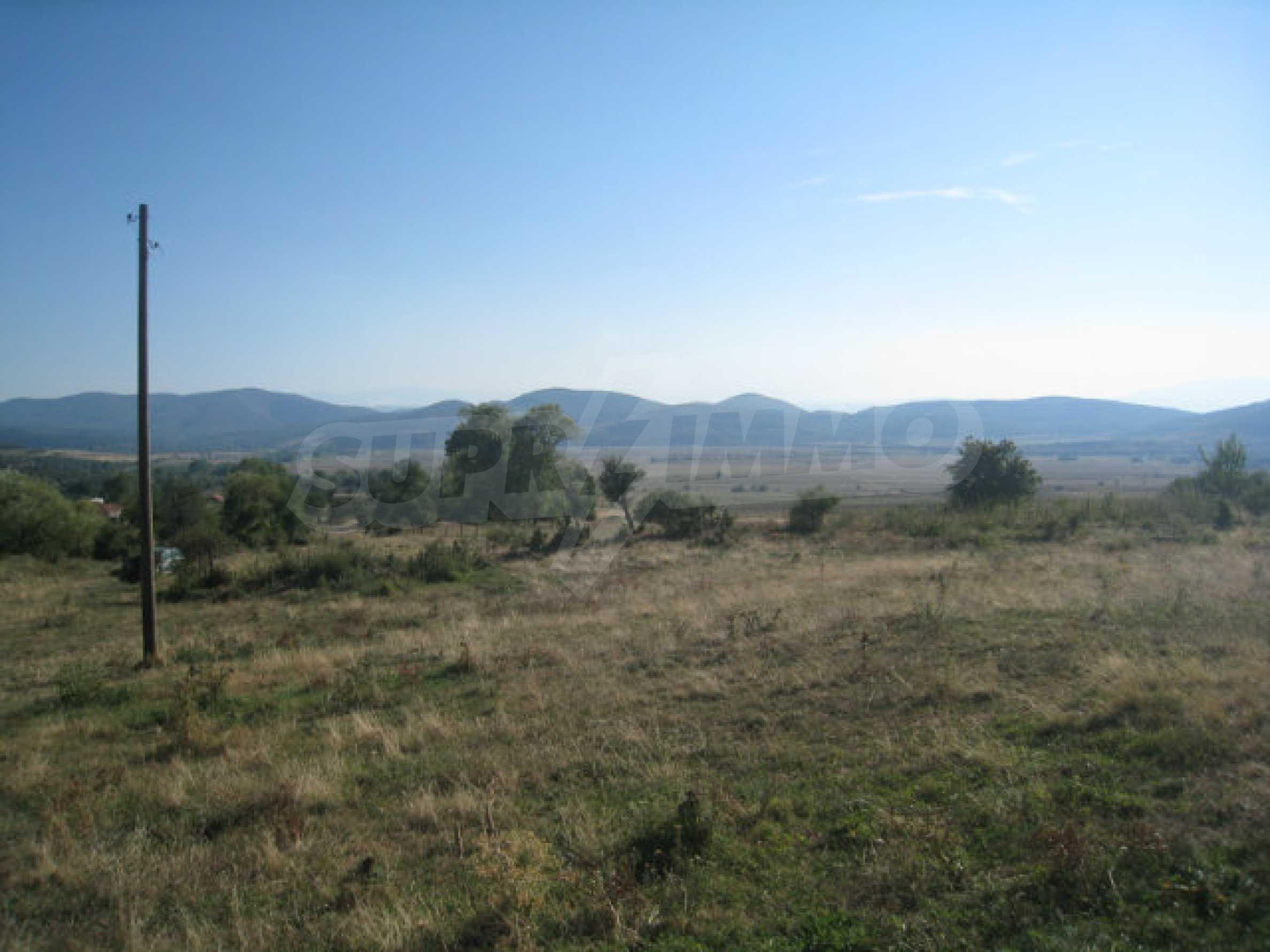 Geregeltes Grundstück in einem ruhigen Dorf in der Nähe der Balkanstraße 24